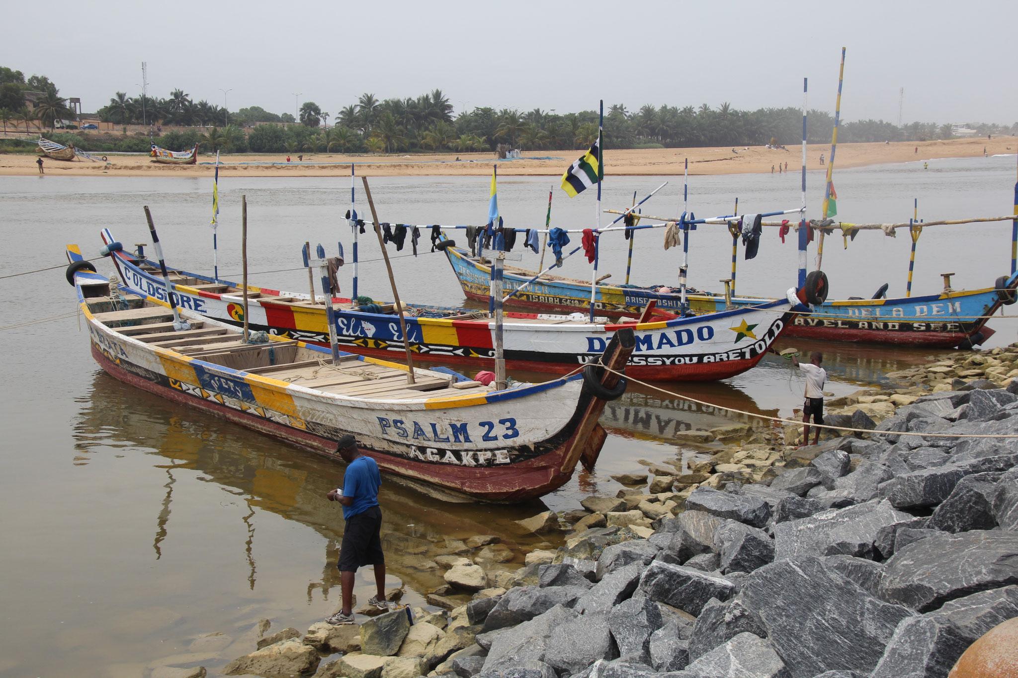 Fischerboote in der Lagune von Aneho.
