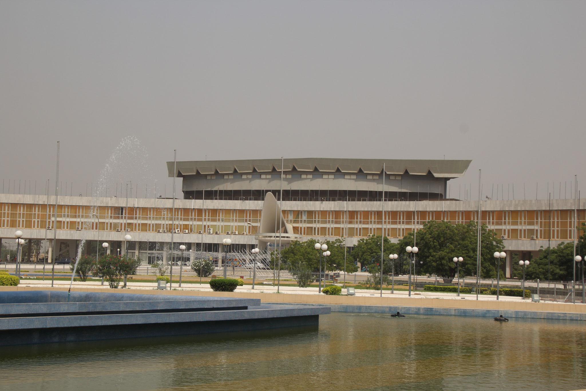23. Parlamentsgebäude.