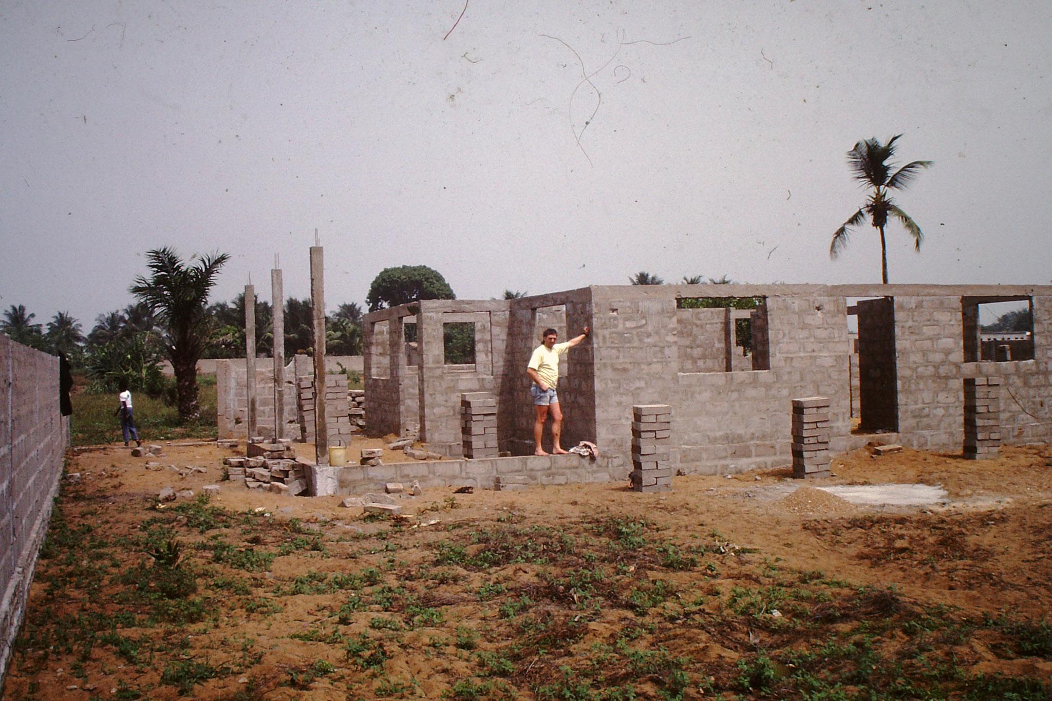 Unser Garten und Wohnhaus um 1991.