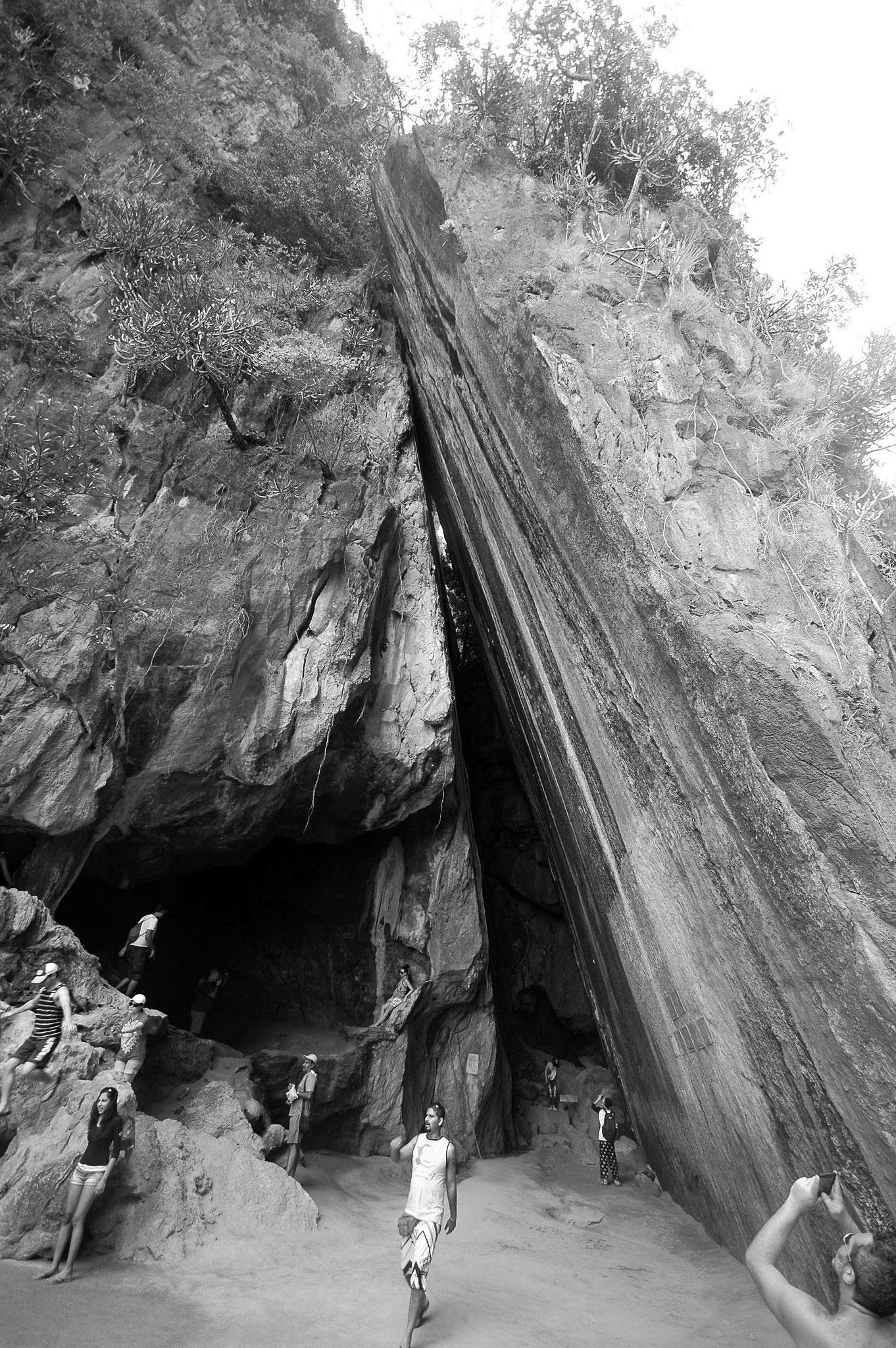 Посмотрев на вот такие монструозные скалистые монолиты...