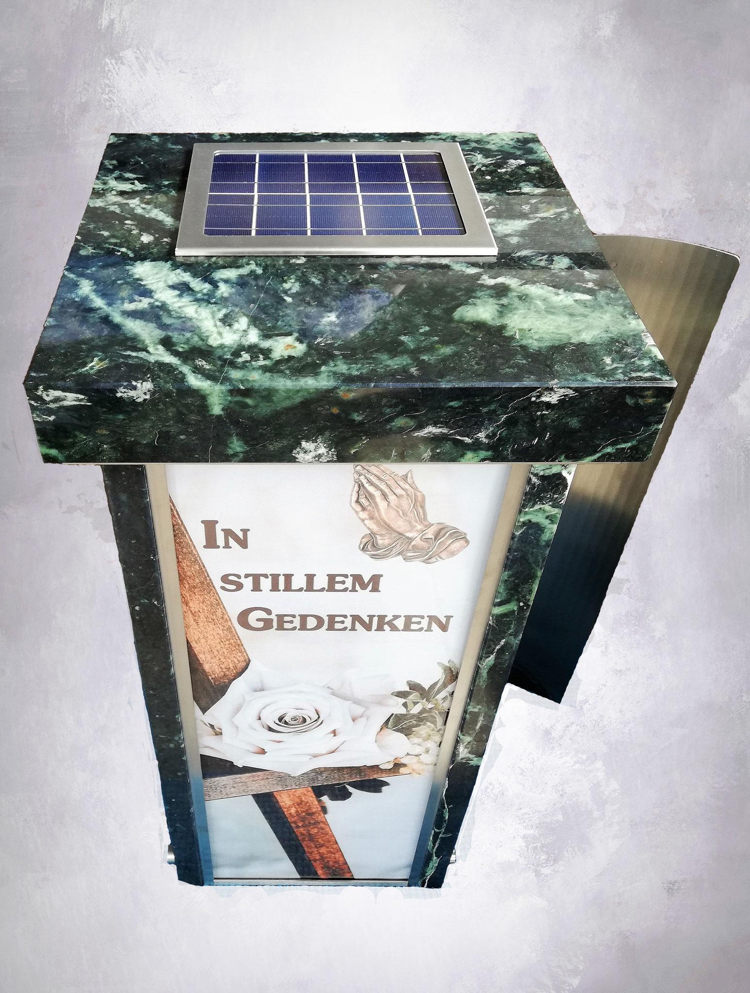Solarleuchte in Stelenabdeckung