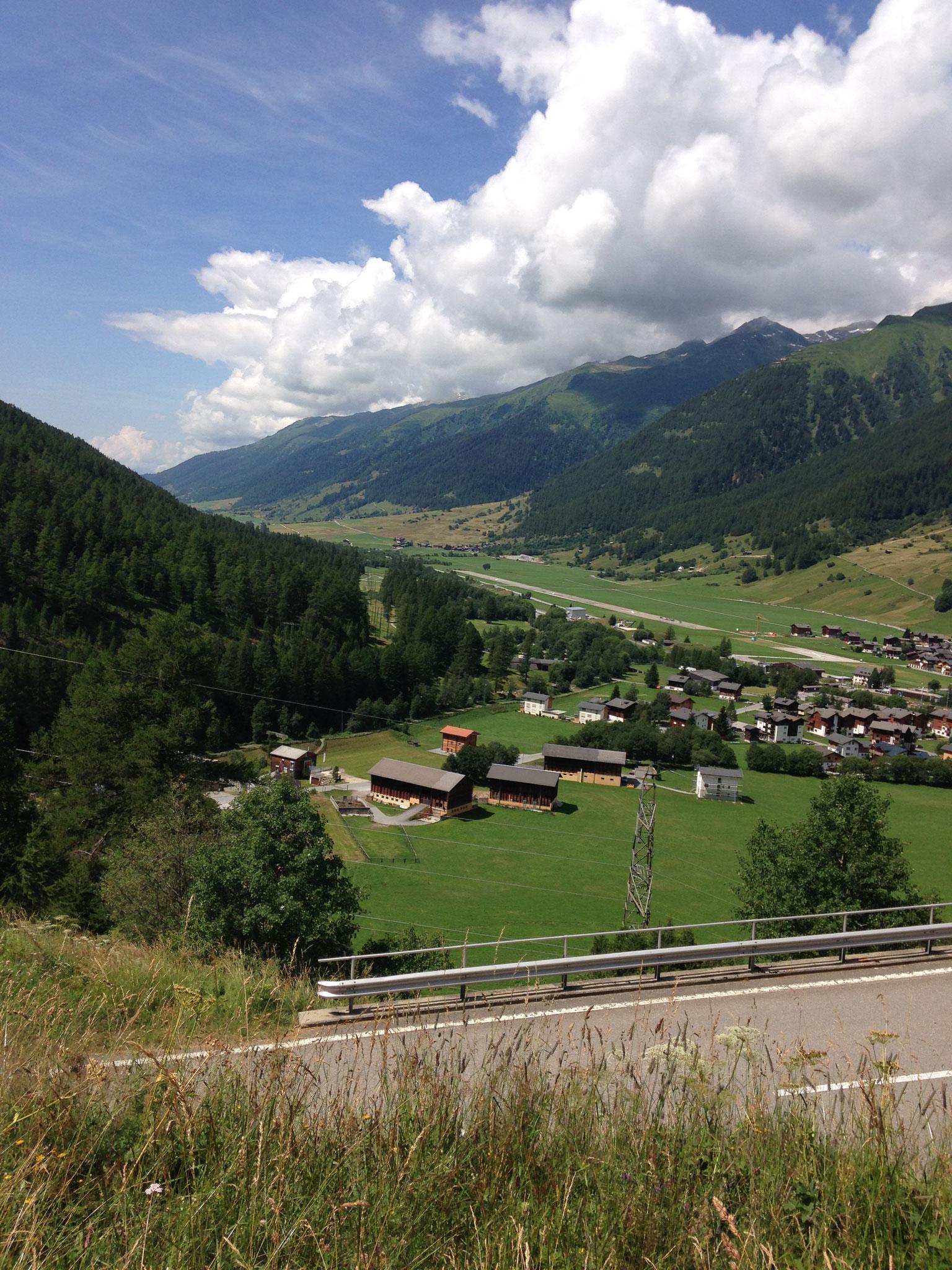 Blick nach unten Ulrichen Flugplatz