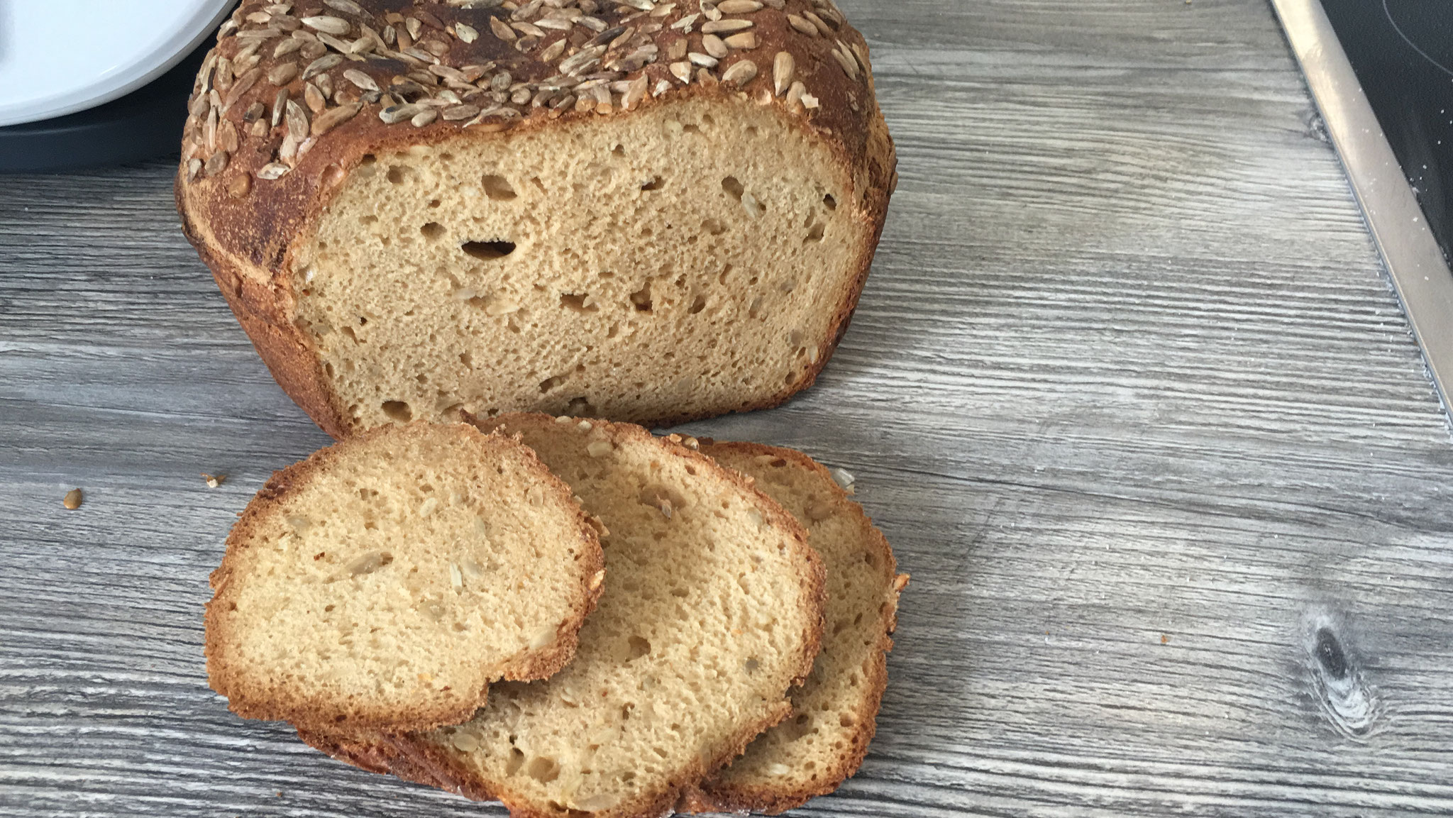 Glutenfreies Brot aus dem runden Zaubermeister