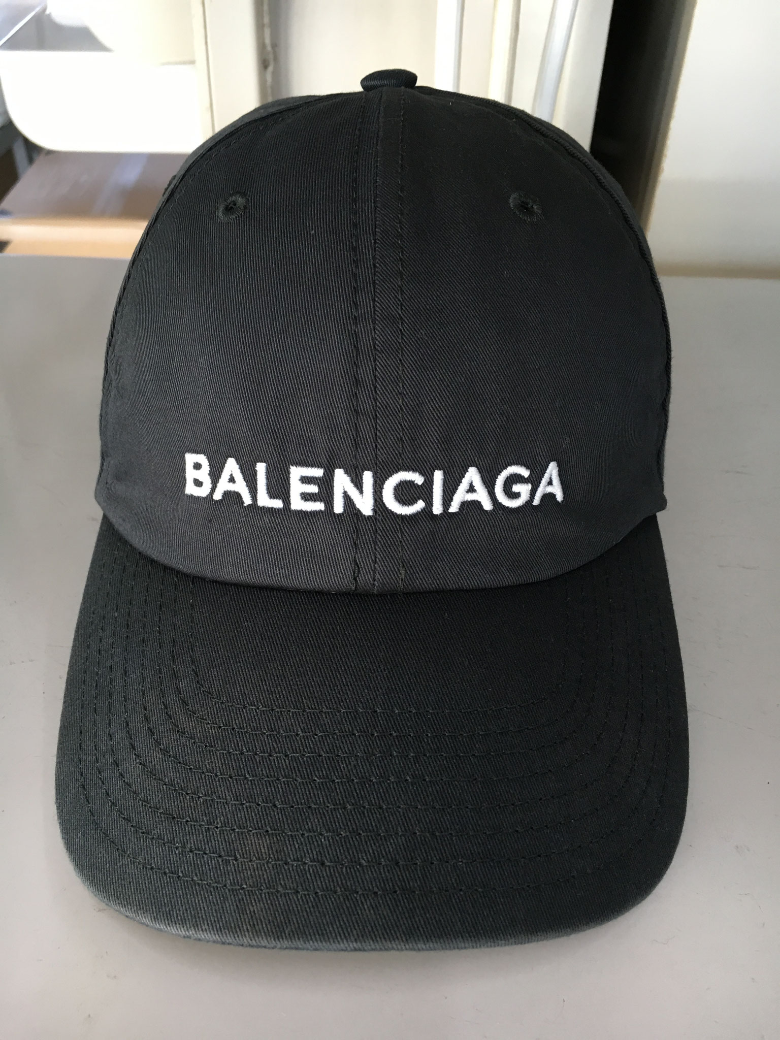 BALENCIAGAの黒はダメージ回復困難