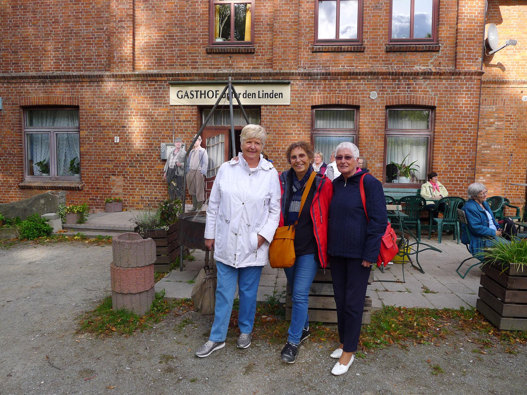 """Dorfkrug in """"Büttenwarder"""" (Foto: Dorit Hartz)"""
