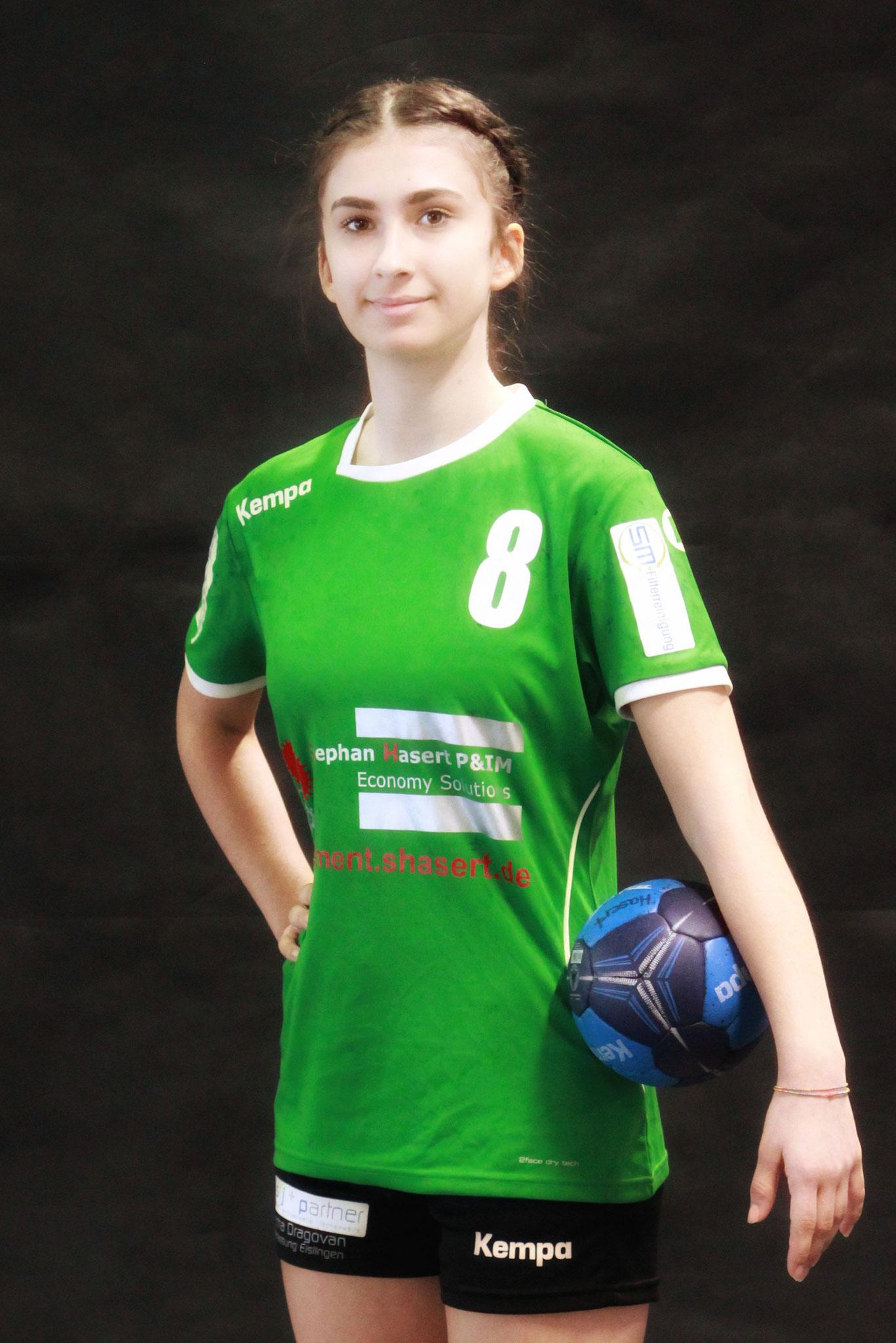 #8 Daniela Nan