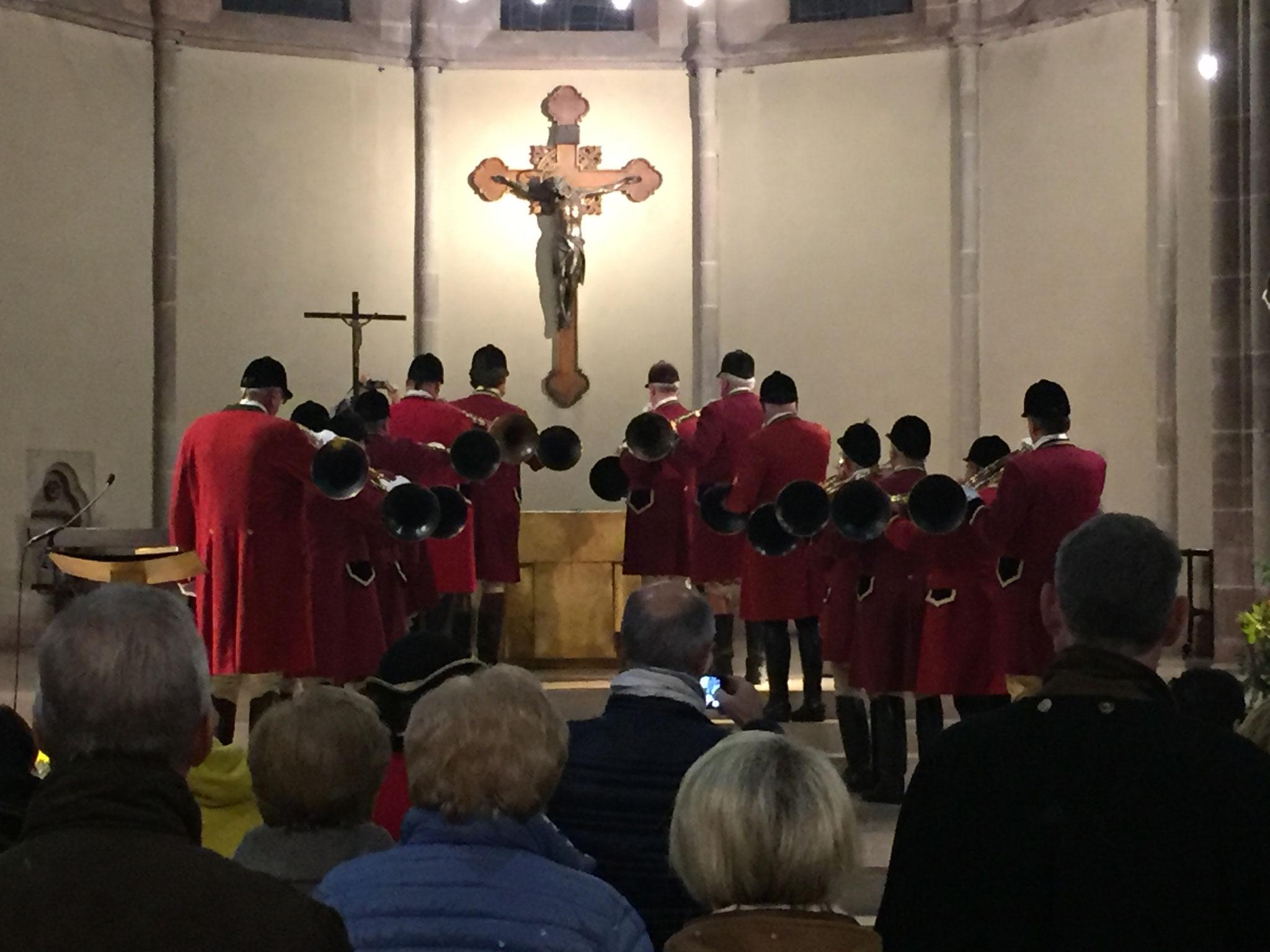 Après la messe et pendant la distribution des pains