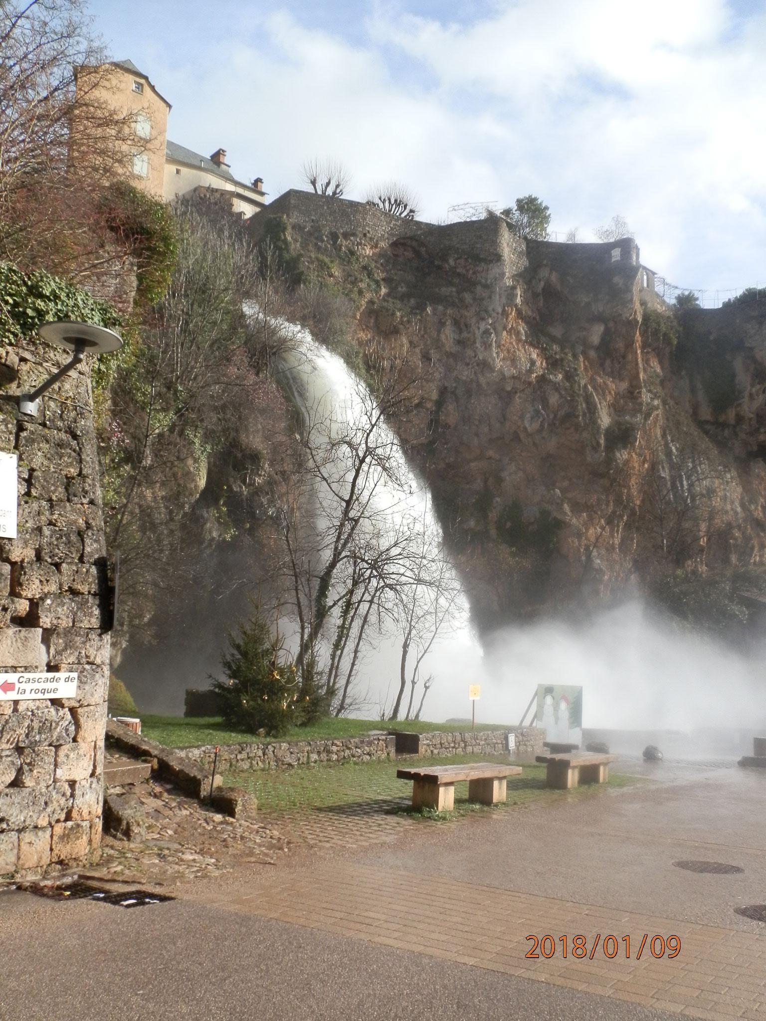 Cascade de Salles la Source lors de fortes pluies