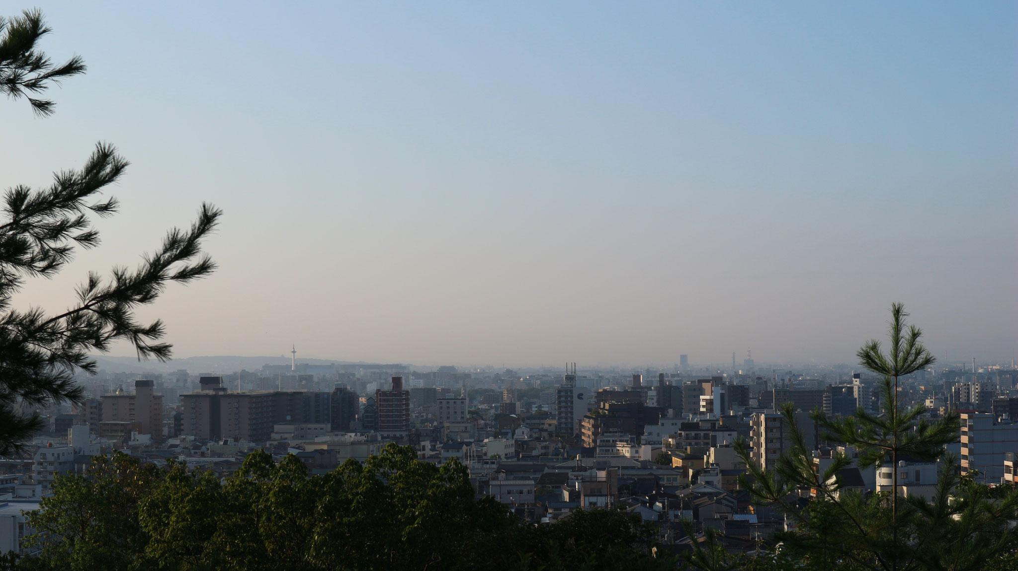 京都タワー、東寺五重の塔