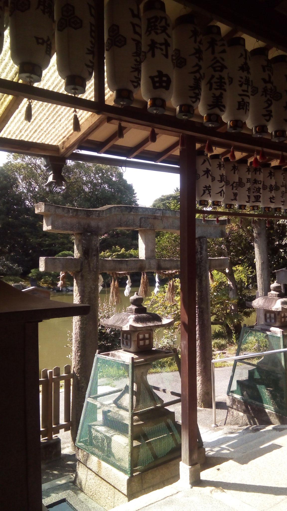 厳島神社「唐破風鳥居」