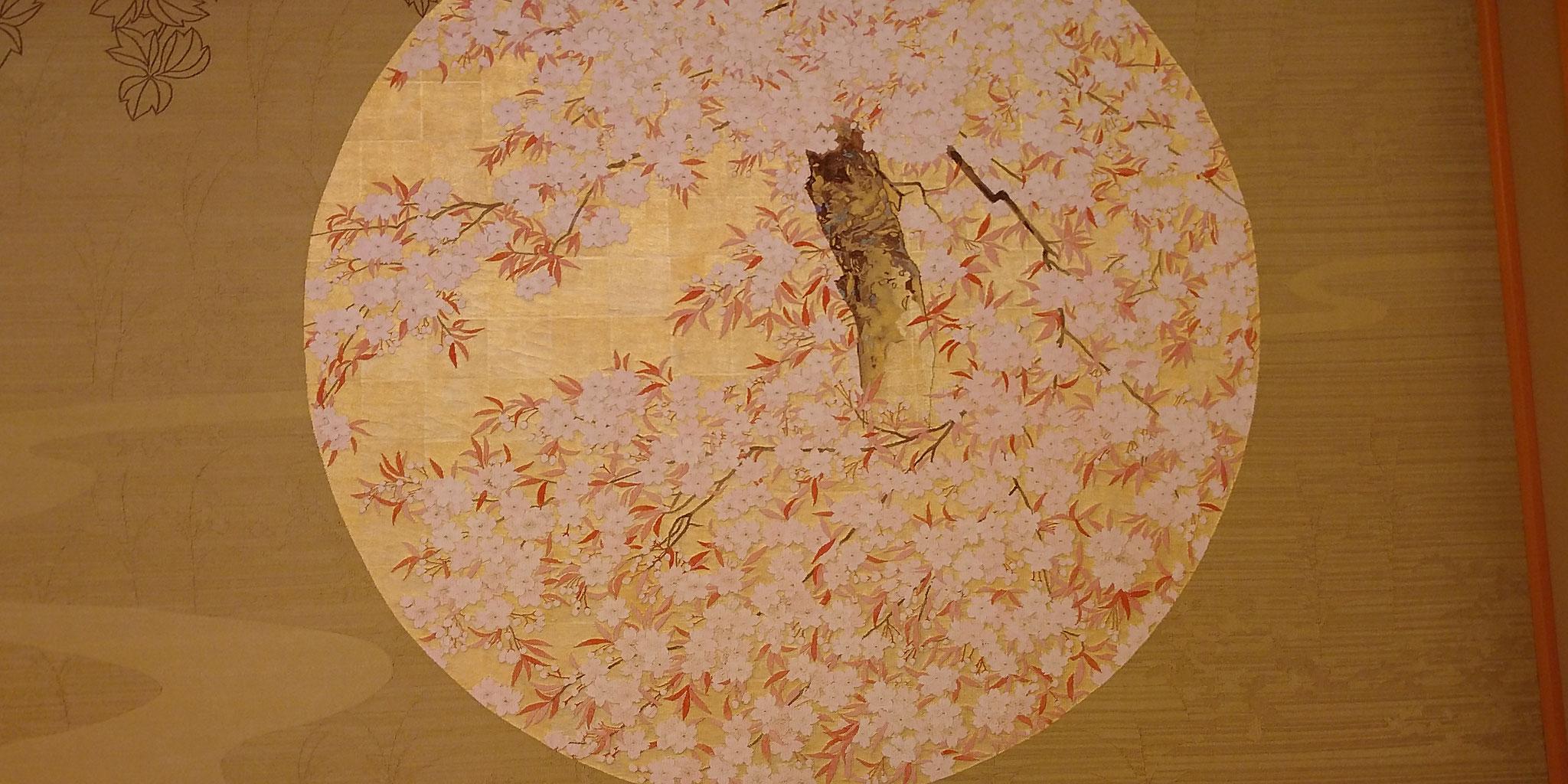 藤の間 綴れ織りの壁面