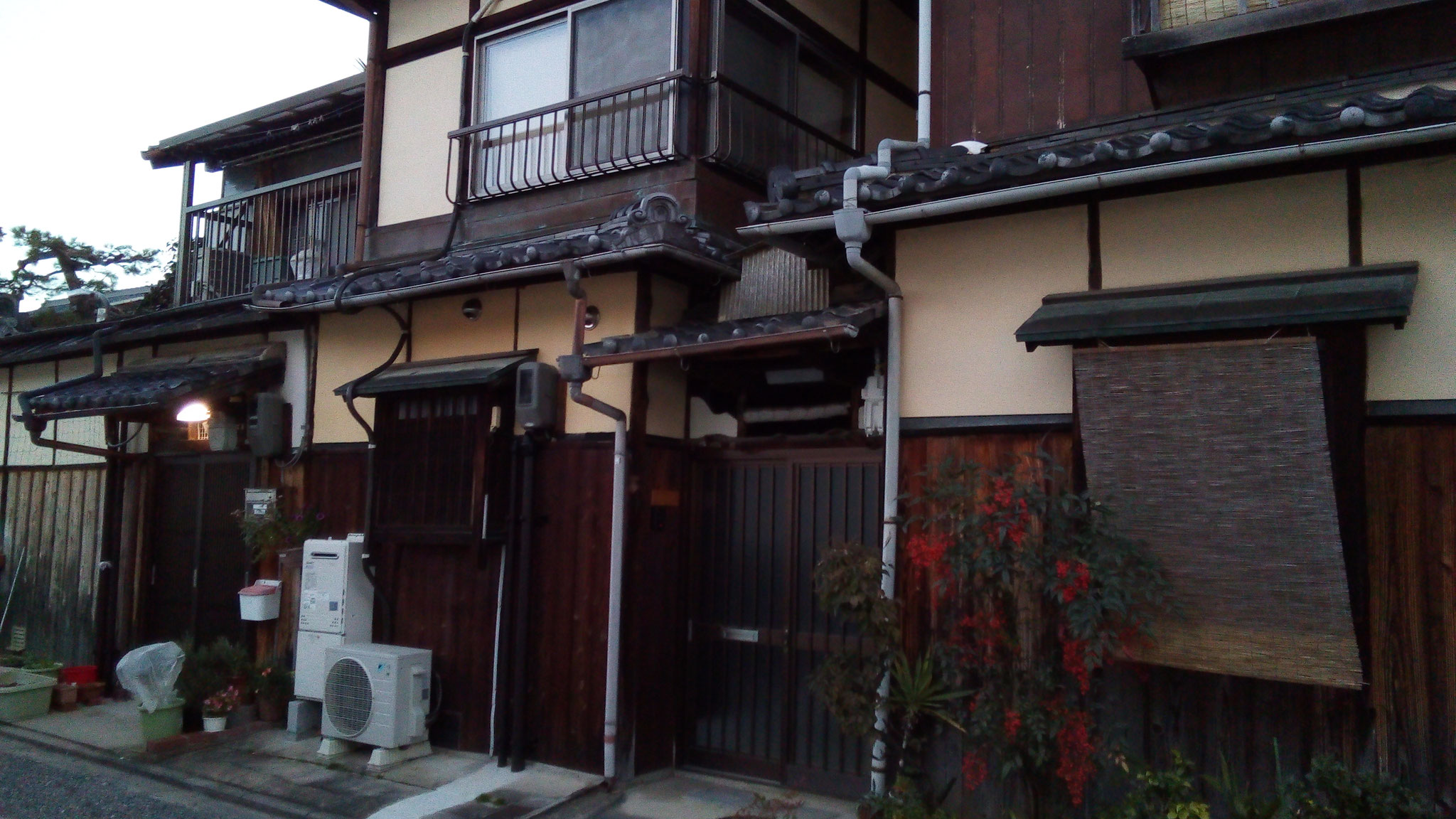境内にあるドラマに登場した民泊設定の家(北門近く)