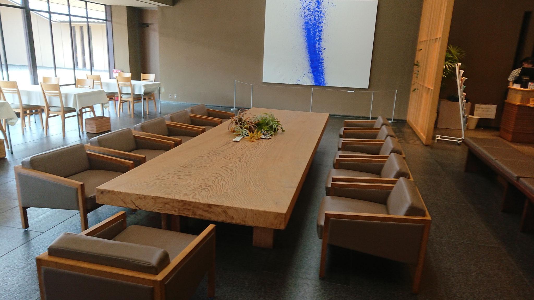 吉野杉の一枚板テーブル