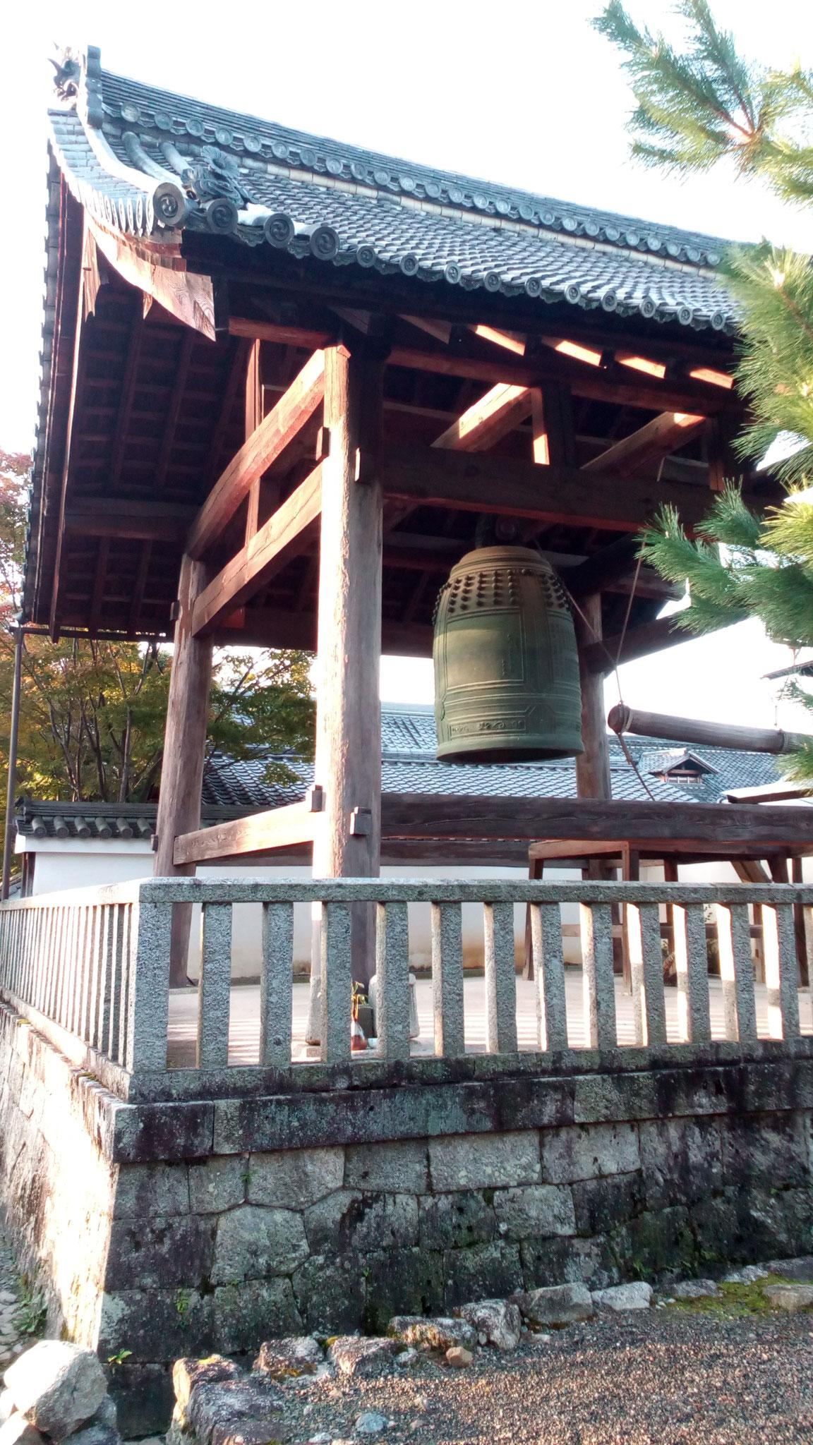 2代目鐘楼。初代は日本最古の黄鐘調の鐘。