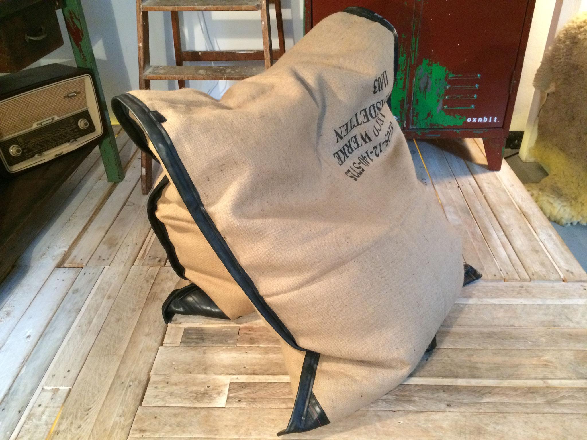 Upcycling: Sitzsack aus Jutesäcken und Fahrradschlauch