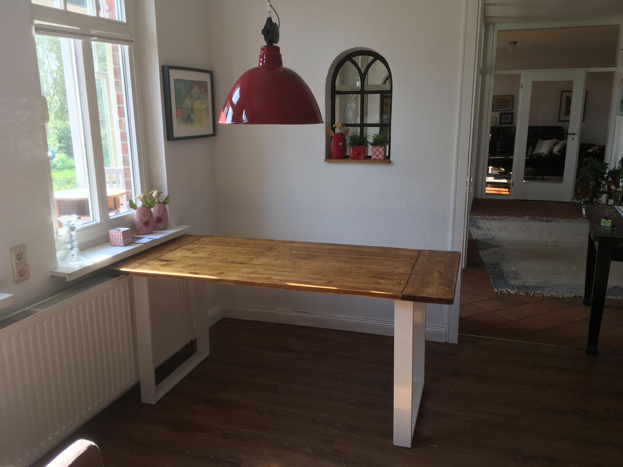 neuer Tisch im Industriestil