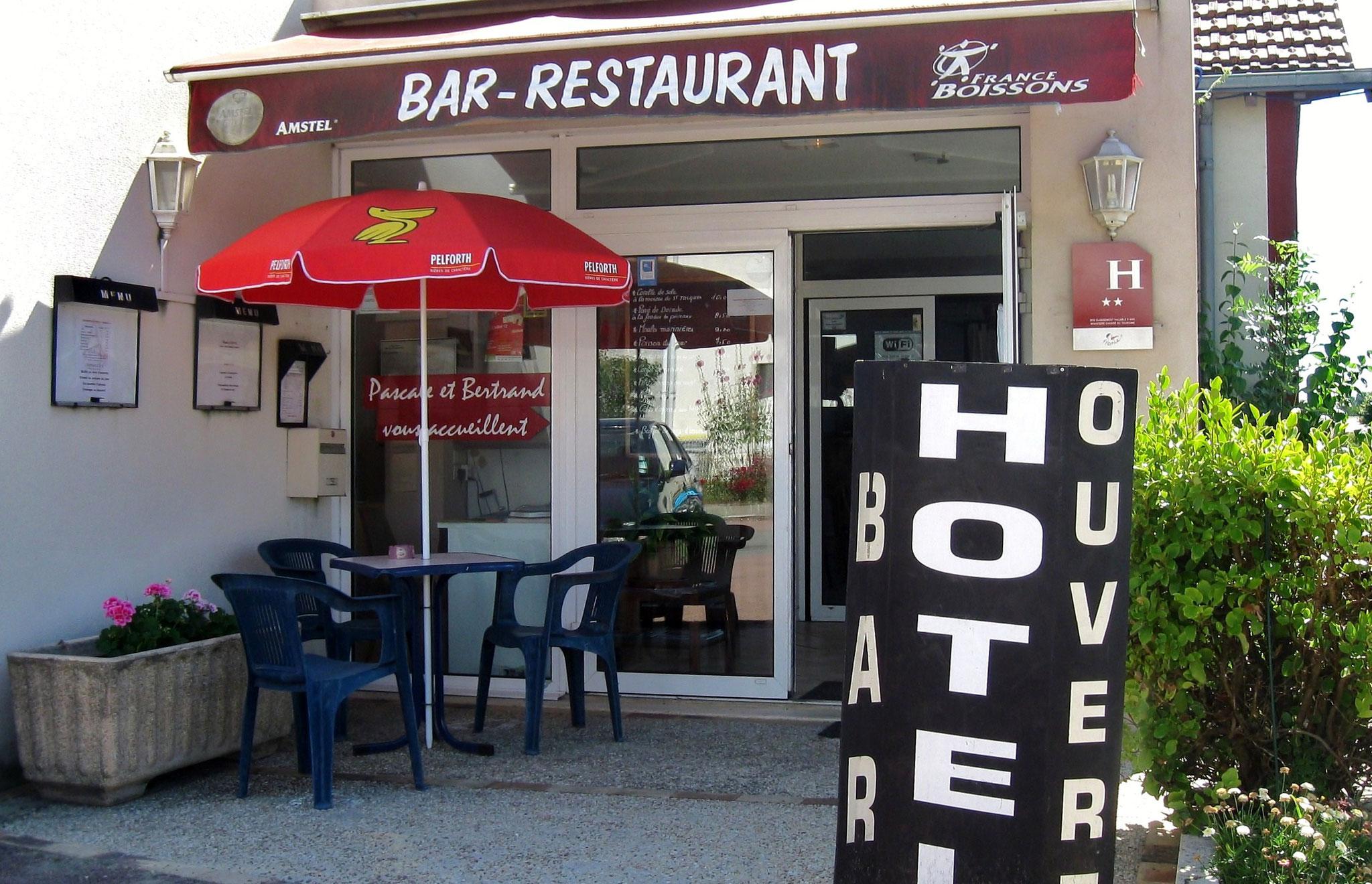 Hôtel Bar Restaurant Le Chalet à Cabariot à 5 mn à pied des Gîtes du Maréchat