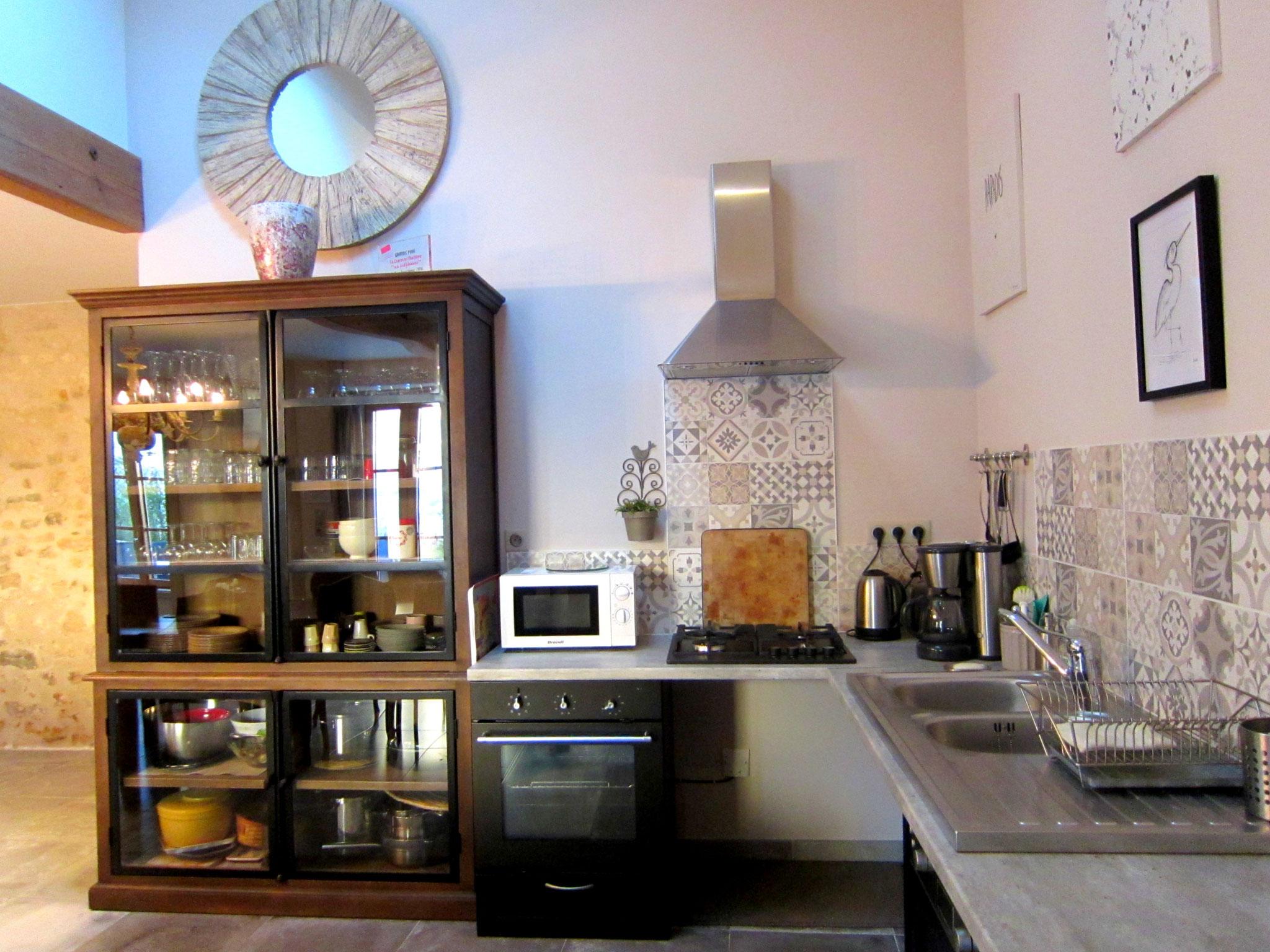 Cuisine équipée accessible -  Gîte La Grange  - Gites du Maréchat à Cabariot