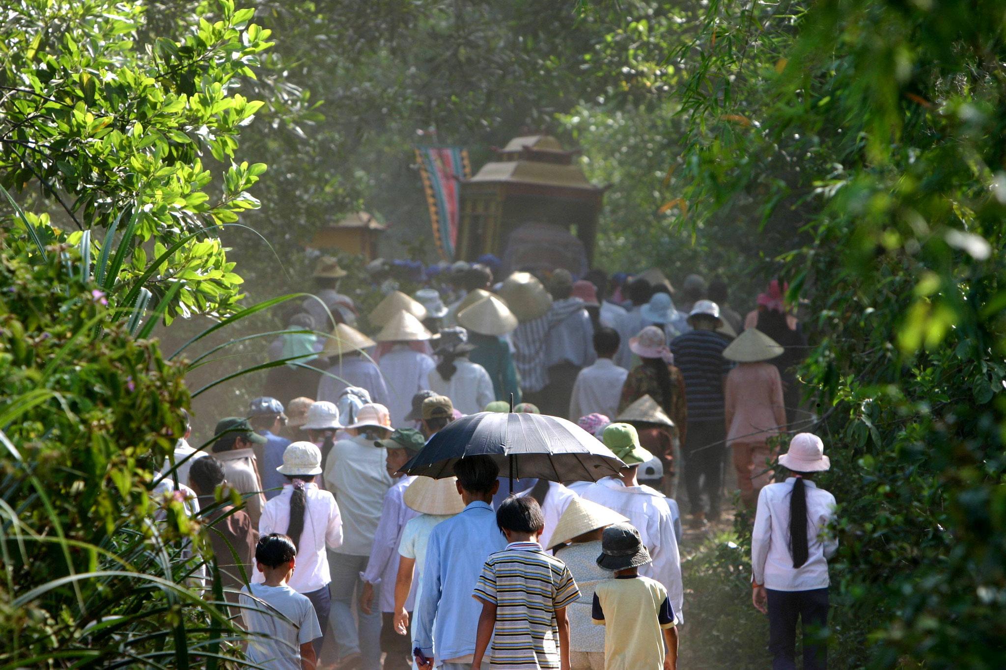 Auf dem Weg zur Beerdigung.