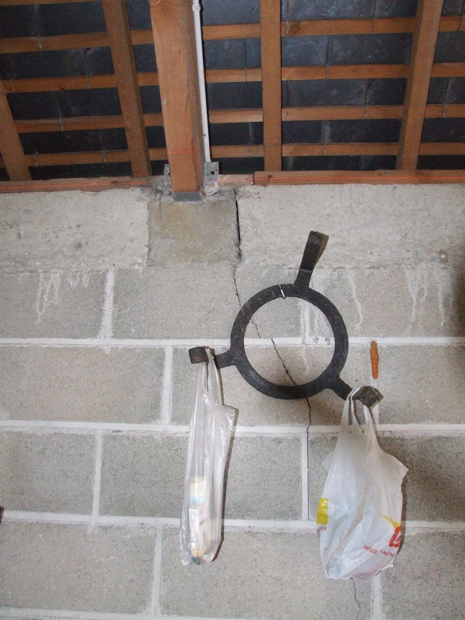 Fissure sur mur de garage : vue intérieure