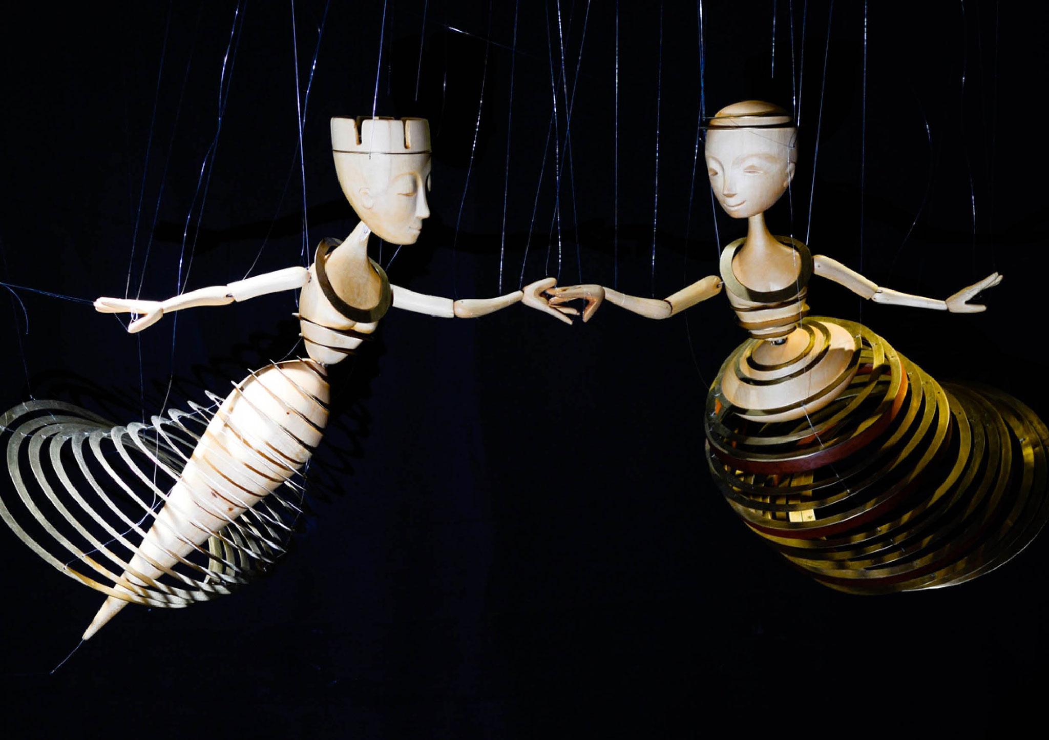 Scheibentänzerinnen: PendelMarionetten, Staatspreisträger Kunsthandwerk Baden-Würtemberg 2016