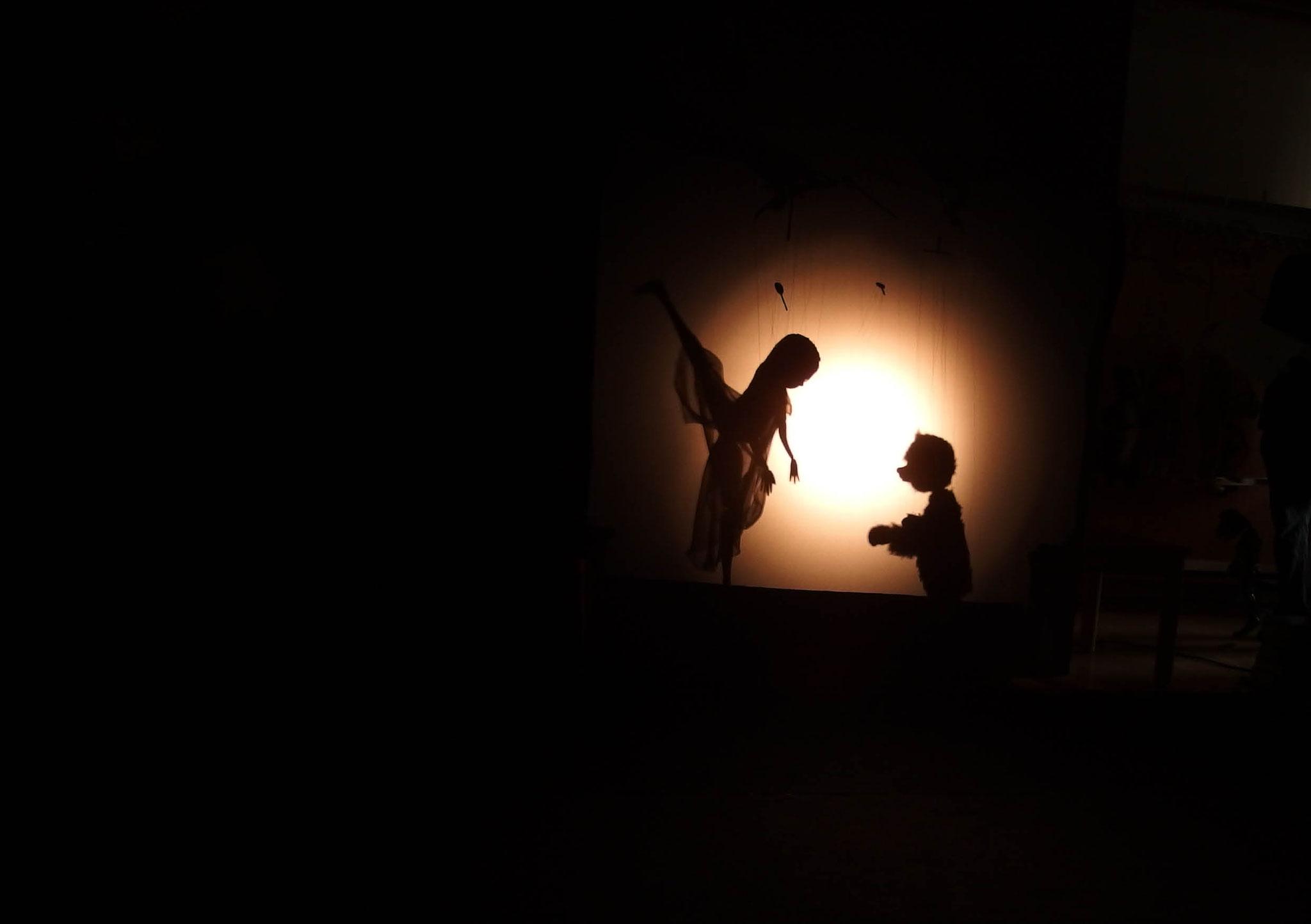Träume: Taschenlampenführung im Gewölbekeller
