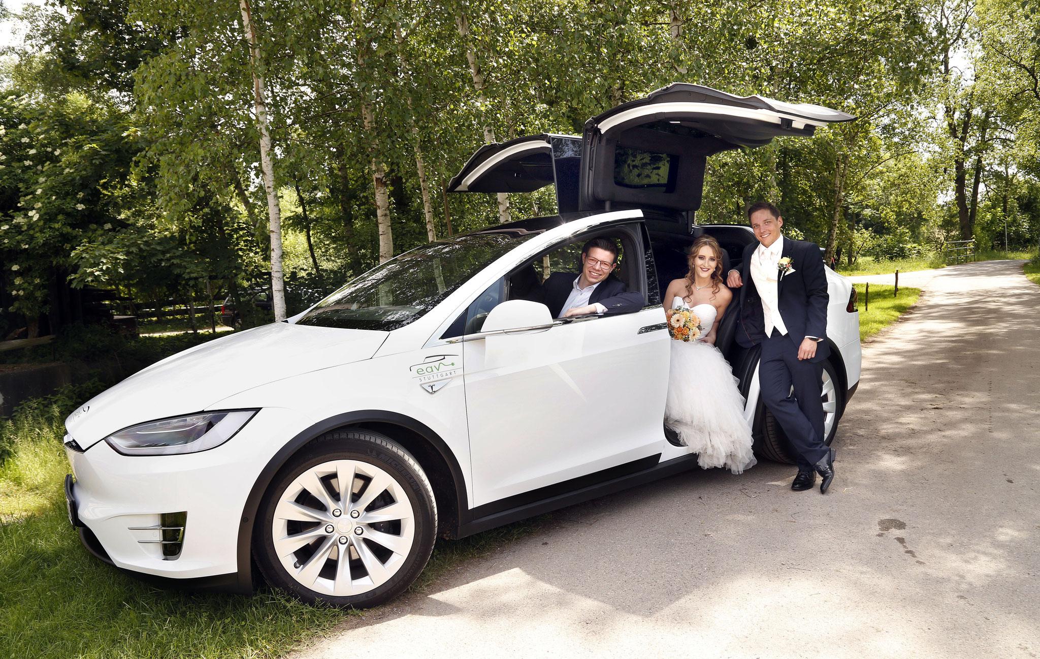 Das weiße Model X war DAS Hochzeitsauto