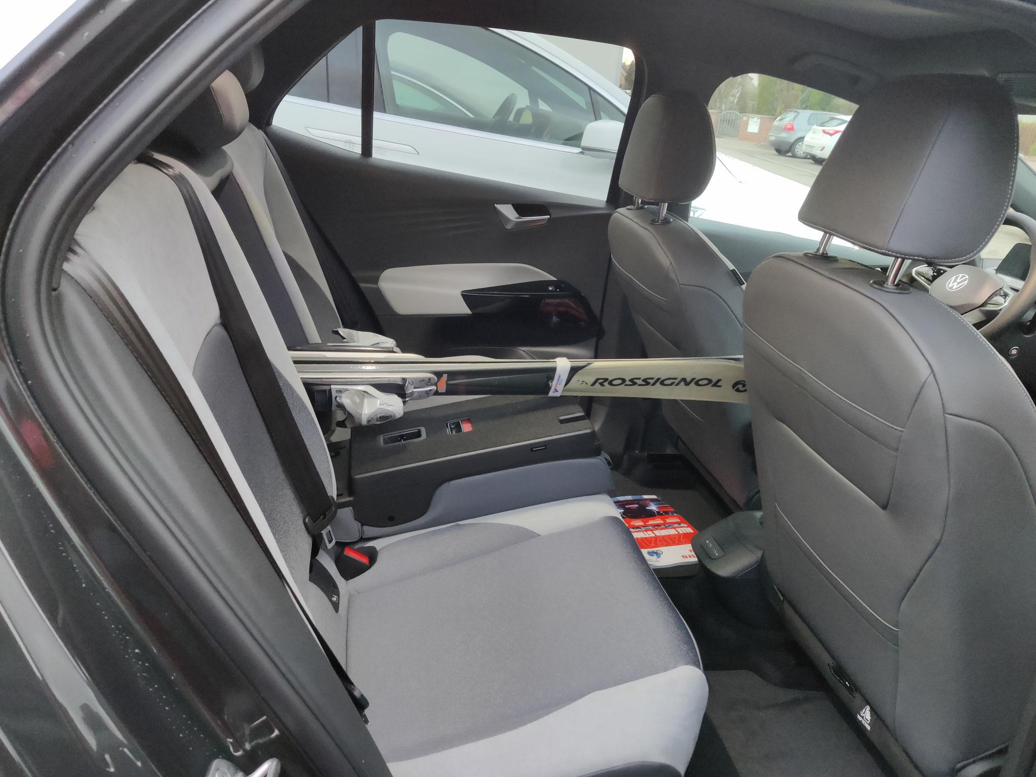 Für einen Kompaktwagen geht in den Kofferraum echt was rein.