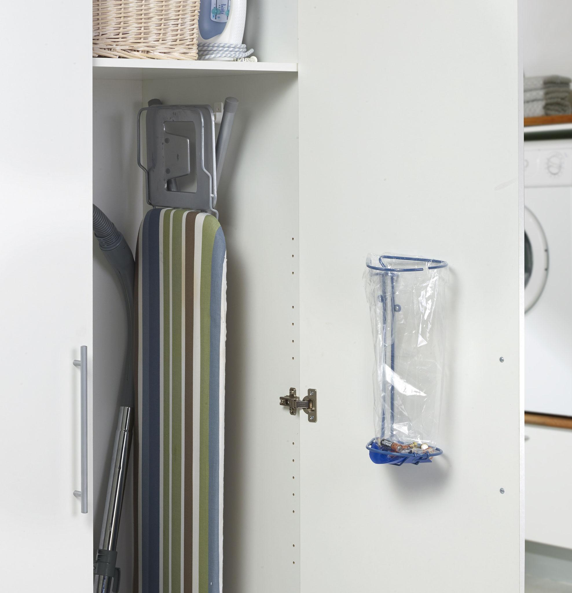 Affaldssorteringssystem til køkken. Består af fleksible affalsstativer- bedste valg i et køkken. Sæt affaldssortering i systemet, hjælp miljø!