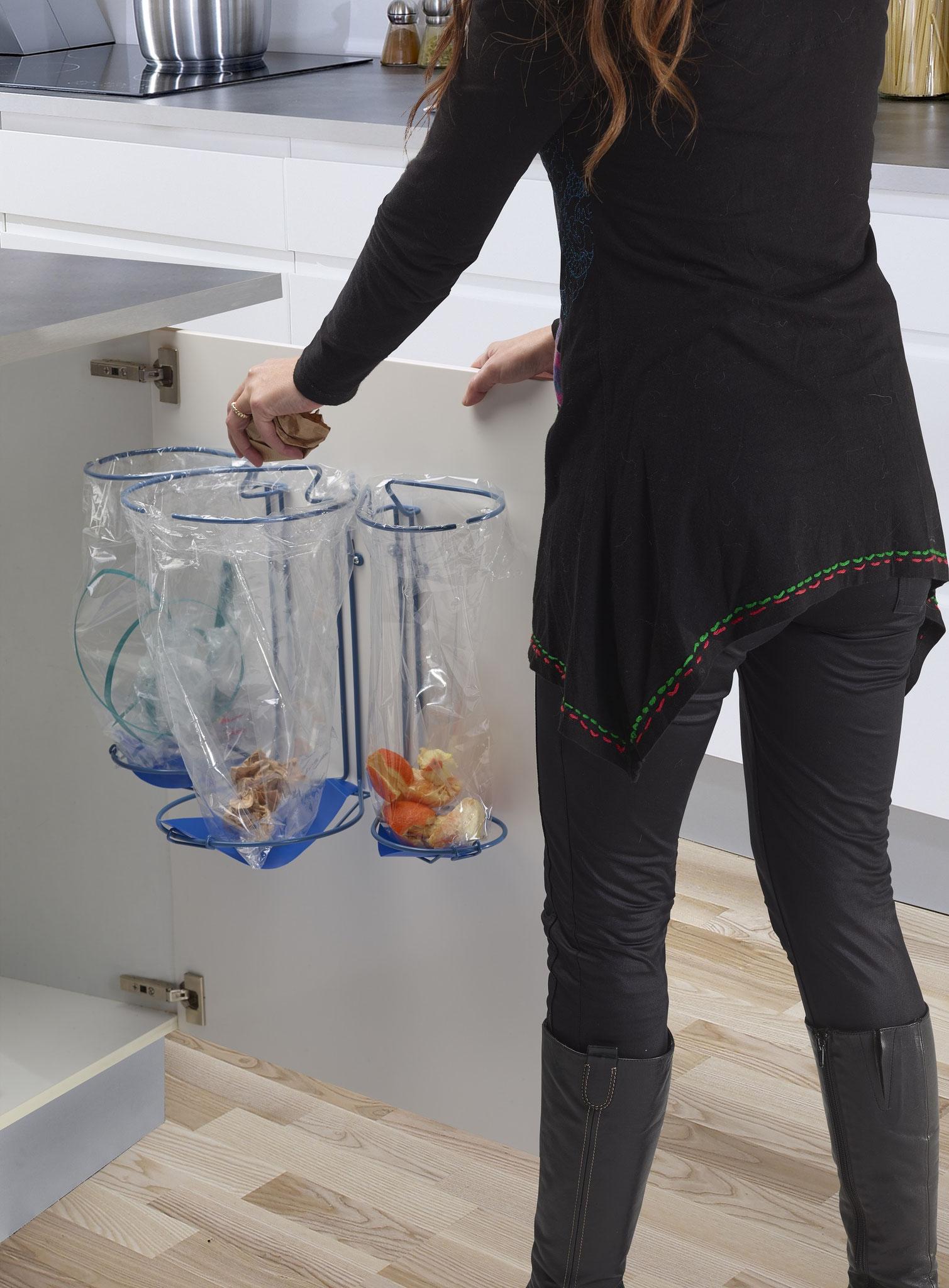 Affaldssorteringssystem til køkken. Består af fleksible affalsstativer- bedste valg i et køkken. Sæt affaldssortering i systemet i dit hjem!