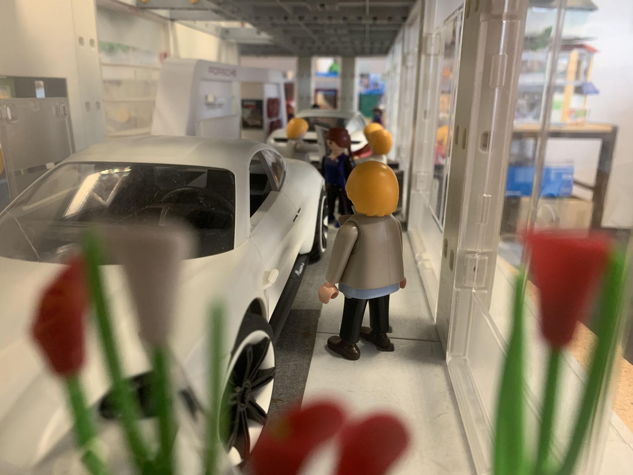 Einblicke in unser Porsche-Zentrum: Verbrennungsmotor war gestern - Heute fährt man mit dem E-Auto