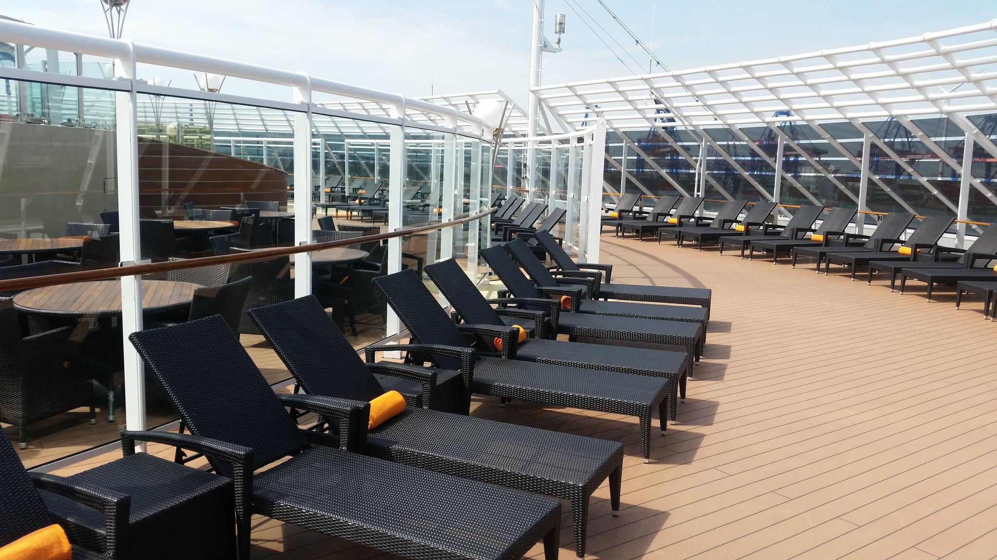 MSC Yacht Club Außenbereich mit Pool
