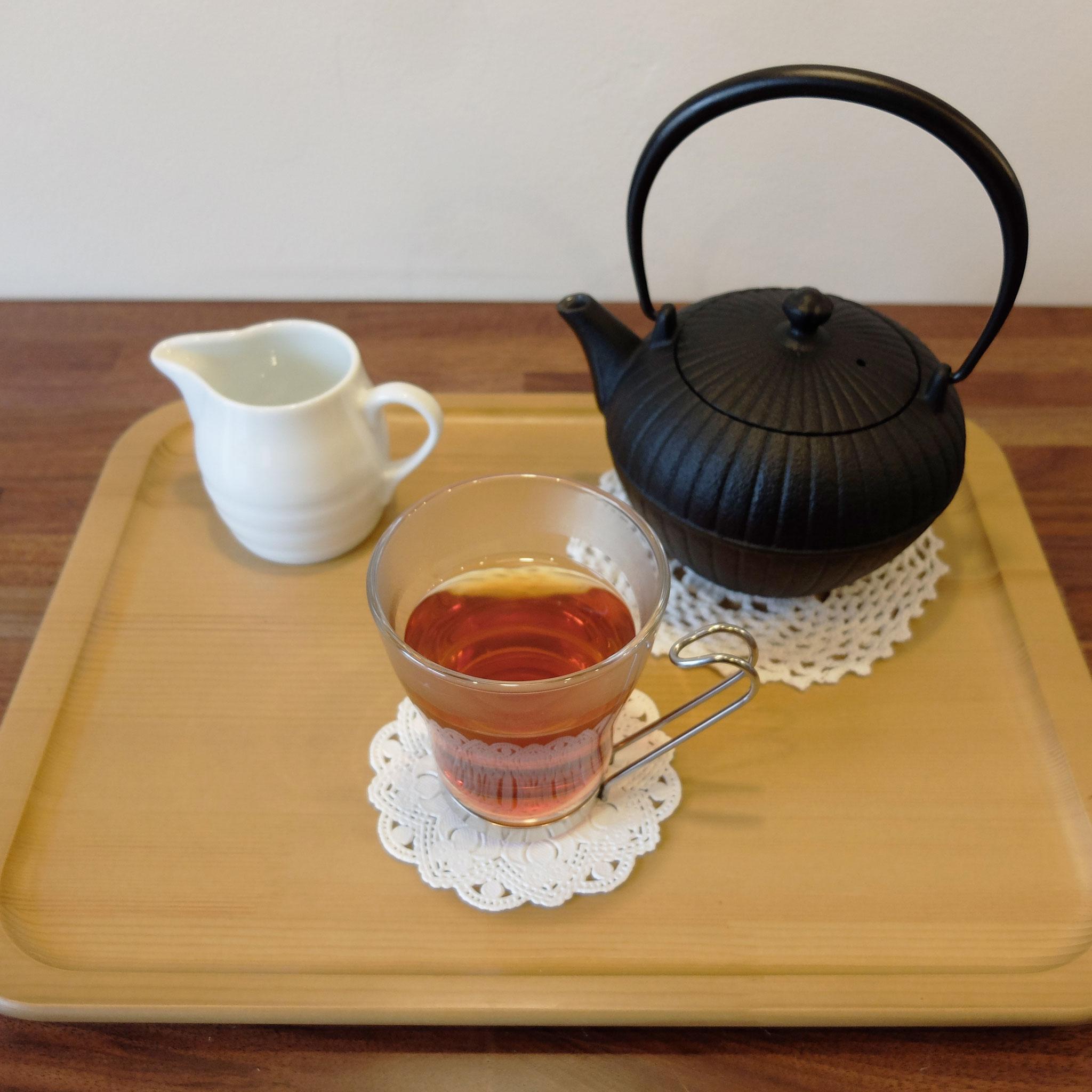 紅茶は鉄瓶の急須で提供しています