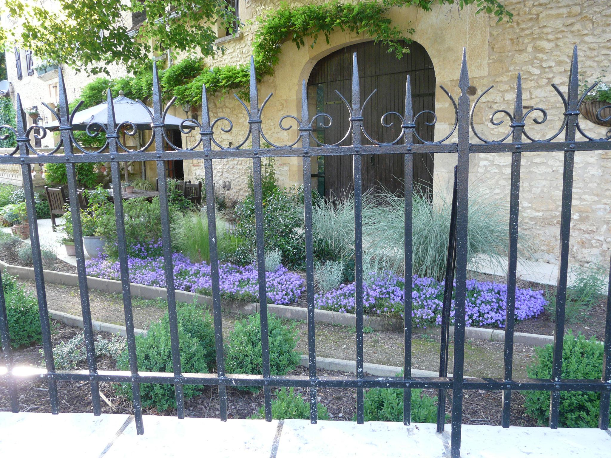 Petit jardin devant la terrasse
