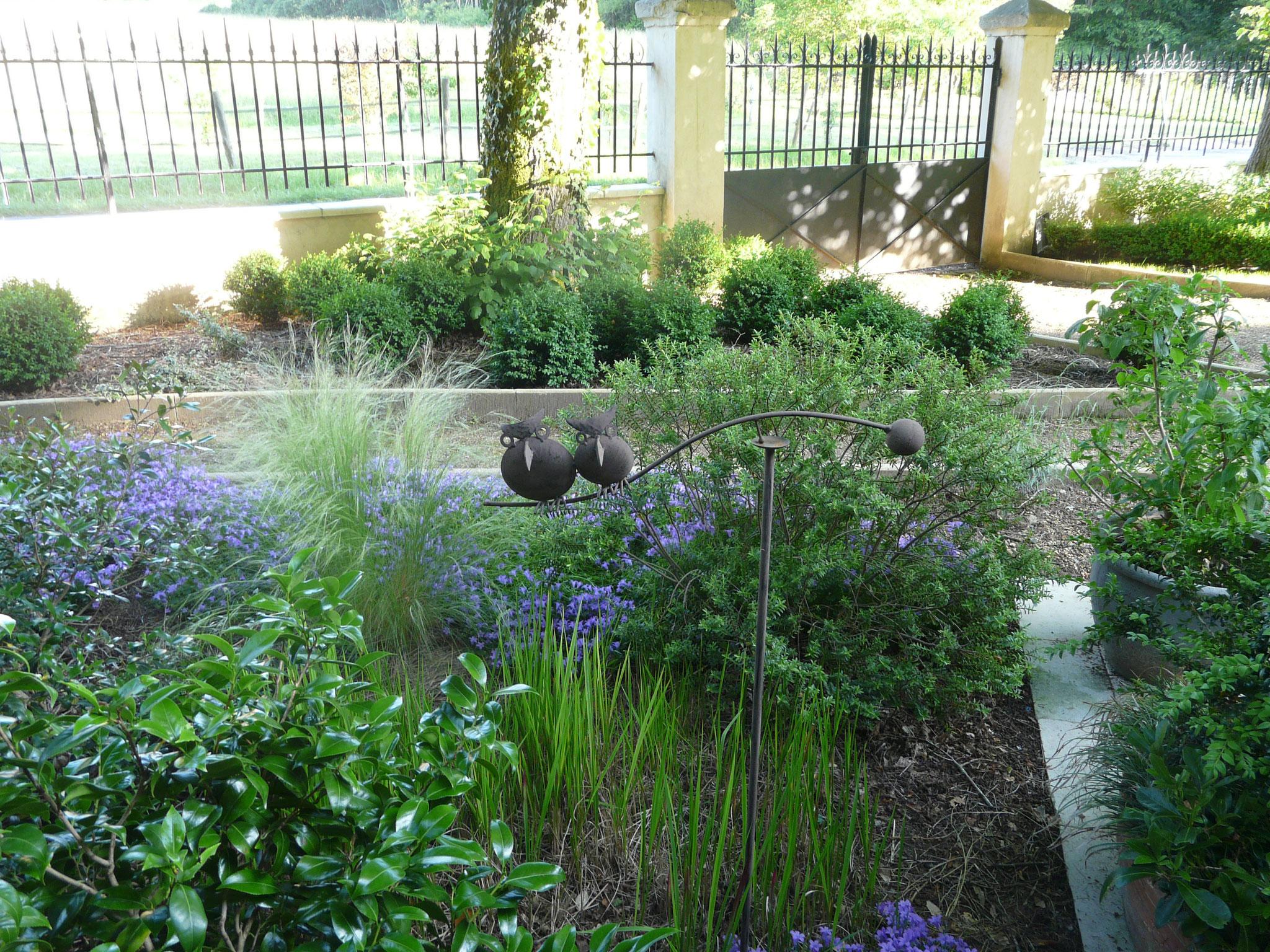 Hibous près de la terrasse