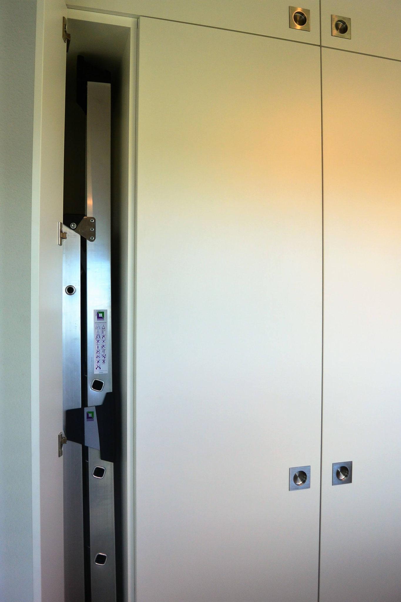 Schrank zum Verstauen der Aluminium-Leiter
