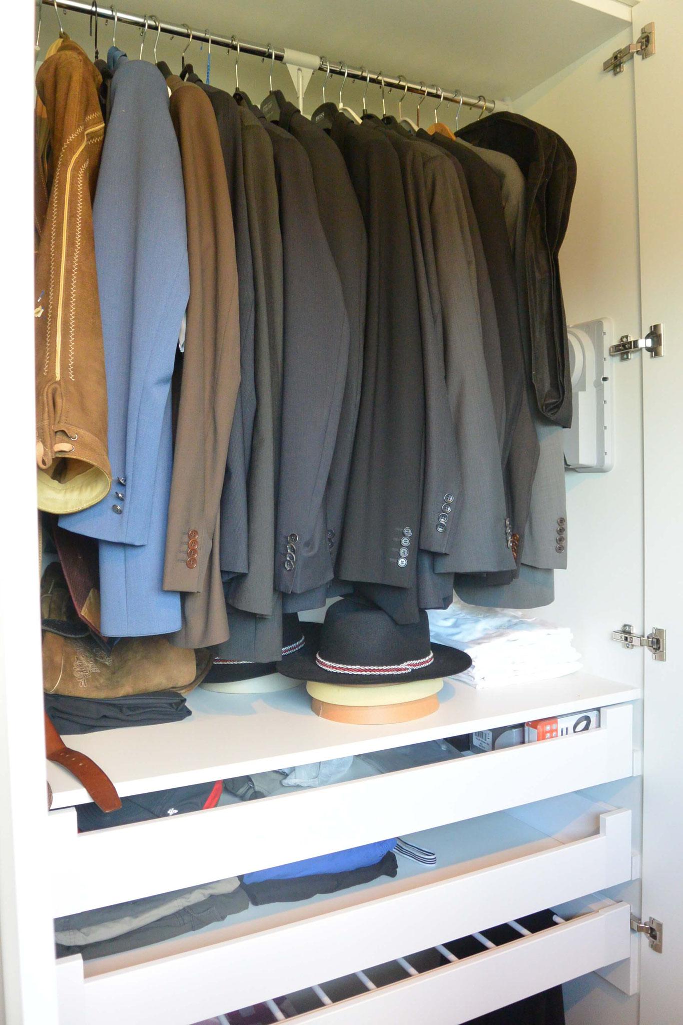 Kleiderlift für Anzüge und darunter liegendem Hosenhalter