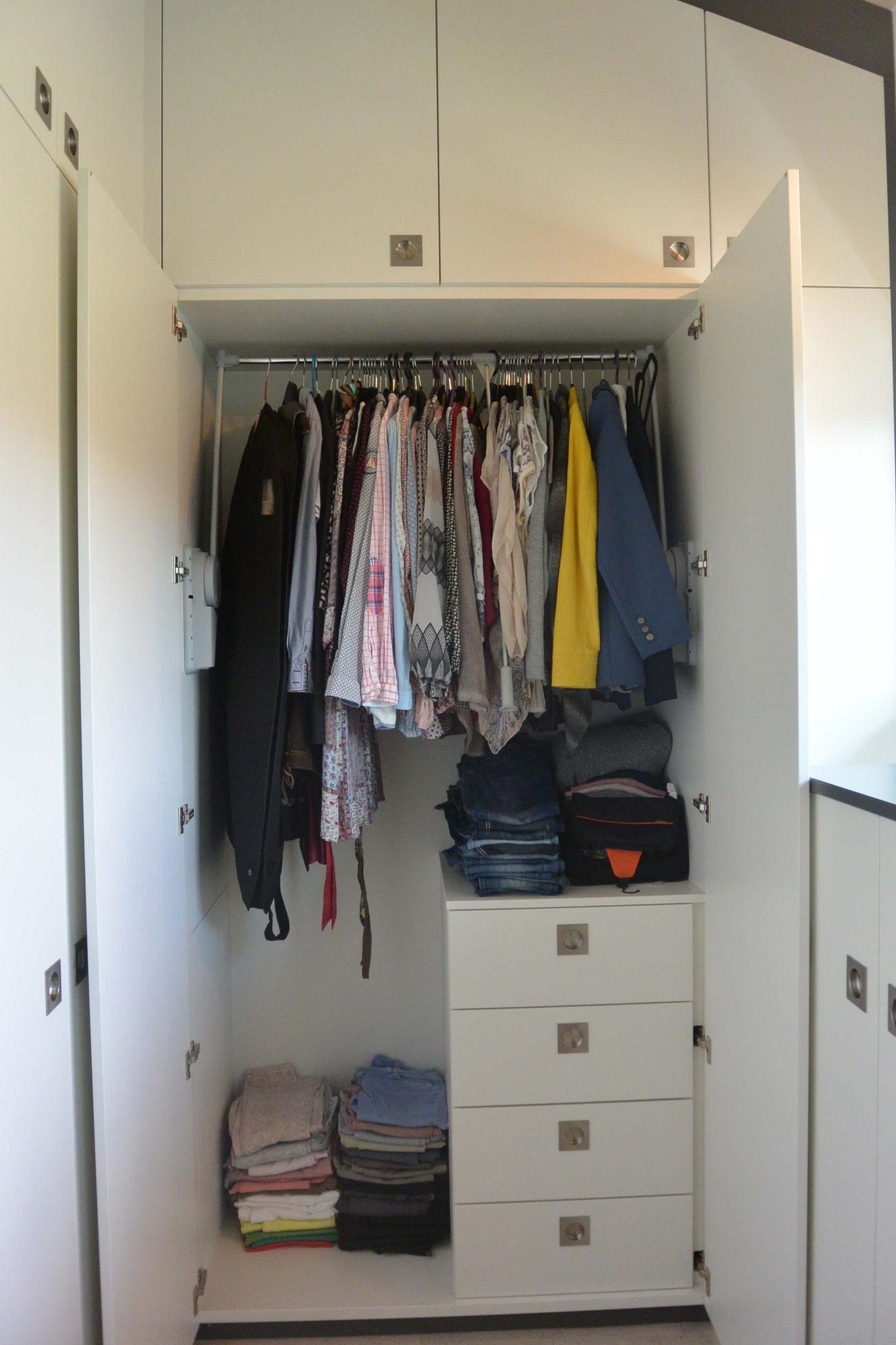 Kleiderschrank mit KLeiderlift für lange Kleider u. Blusen mit innenliegender Kommode