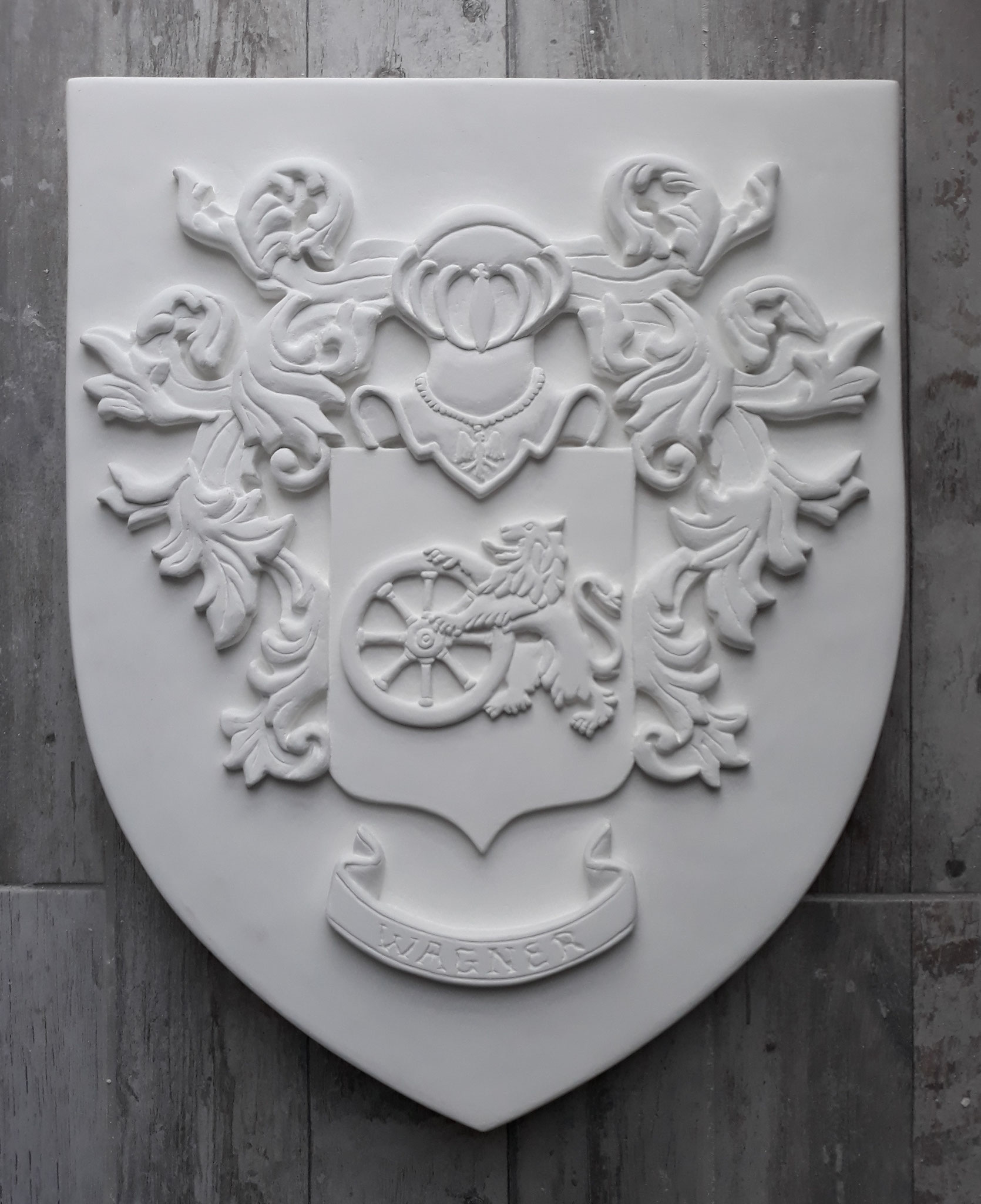 Armoiries sculptées sur pierre 40 x 50 cm