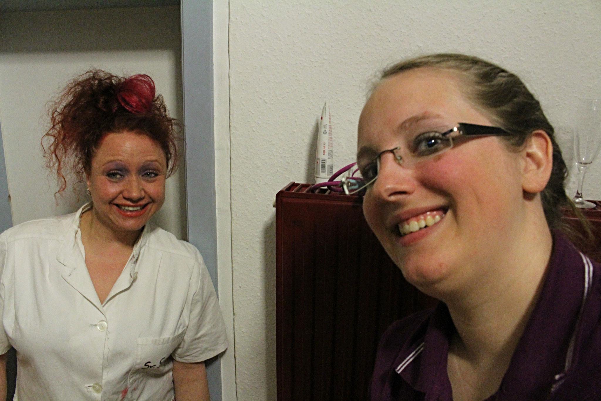 Schwester Senta und Schwester Lisa (v.l.)
