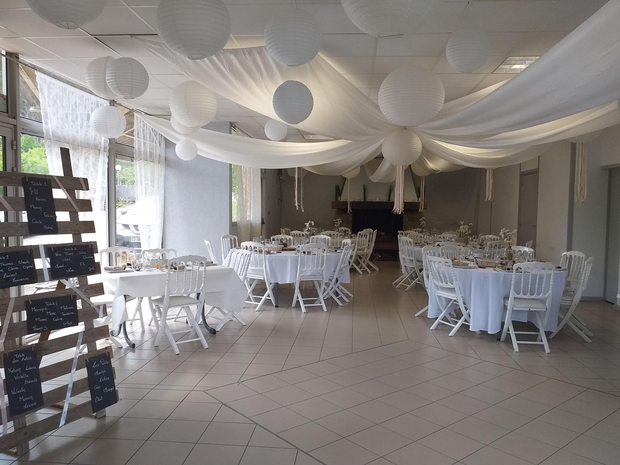 Salle d'activités décorée pour mariage