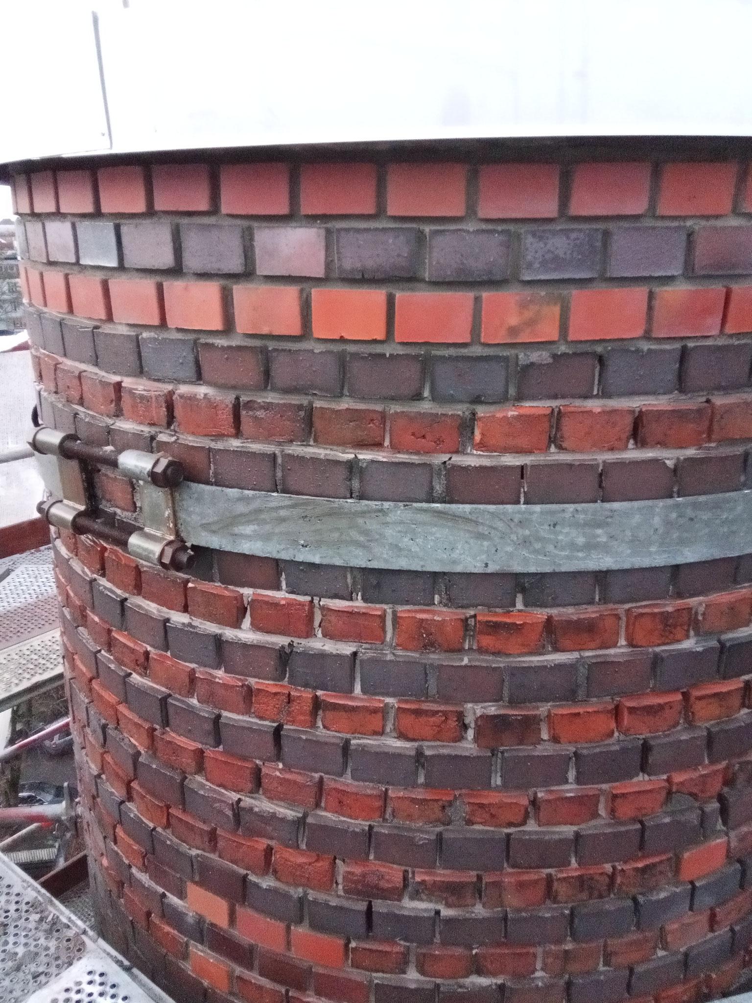 Sanierung Industrieschornstein -Erneuerung Fugennetz und Mauersteine
