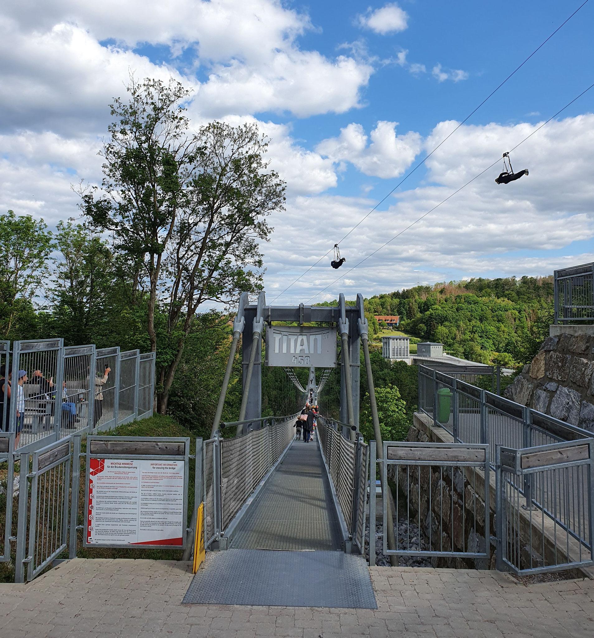 Adrenalinkick: Megazipline und Hängebrücke
