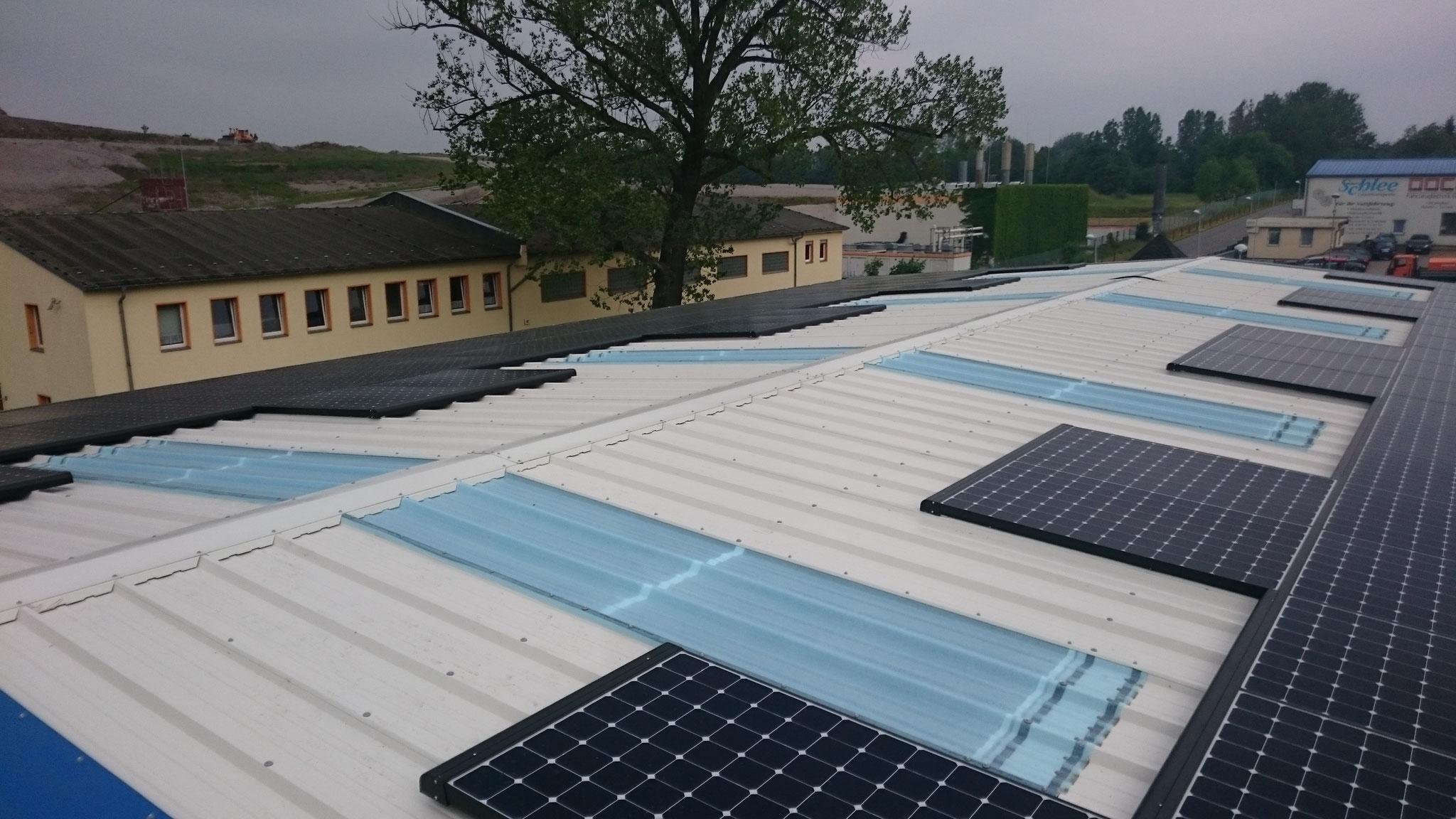 29,76 kWp Sunpower mit Solaredge Wechselrichter inkl. 30 kW Pb Speicher SENEC.IES für Waschanlage und Tankstelle in Panketal