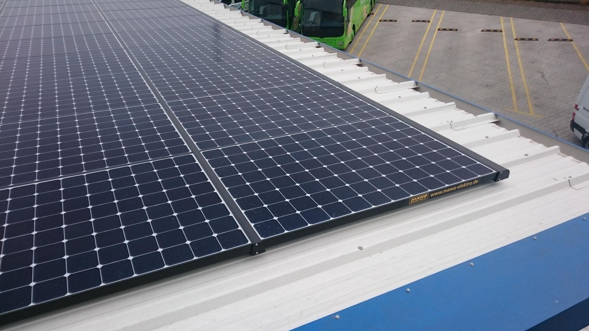 29,76 kWp Sunpower mit Solaredge Wechselrichter inkl. 30 kWh Pb Speicher SENEC.IES für Waschanlage und Tankstelle in Panketal