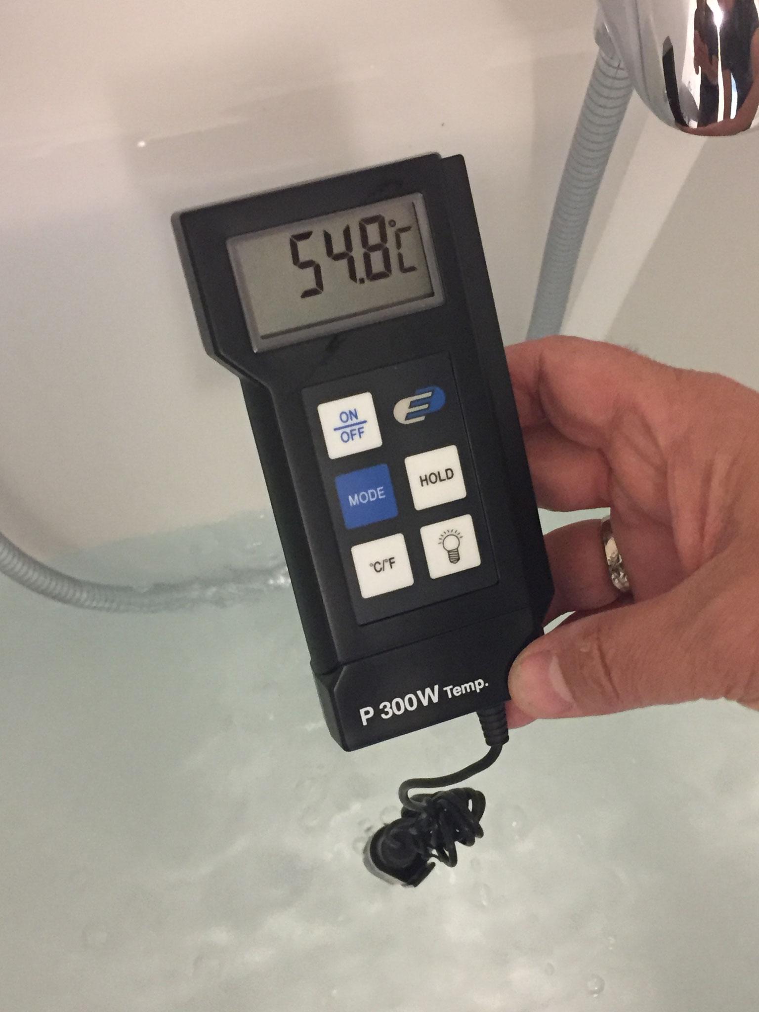 Prüfung der Warmwassertemperatur