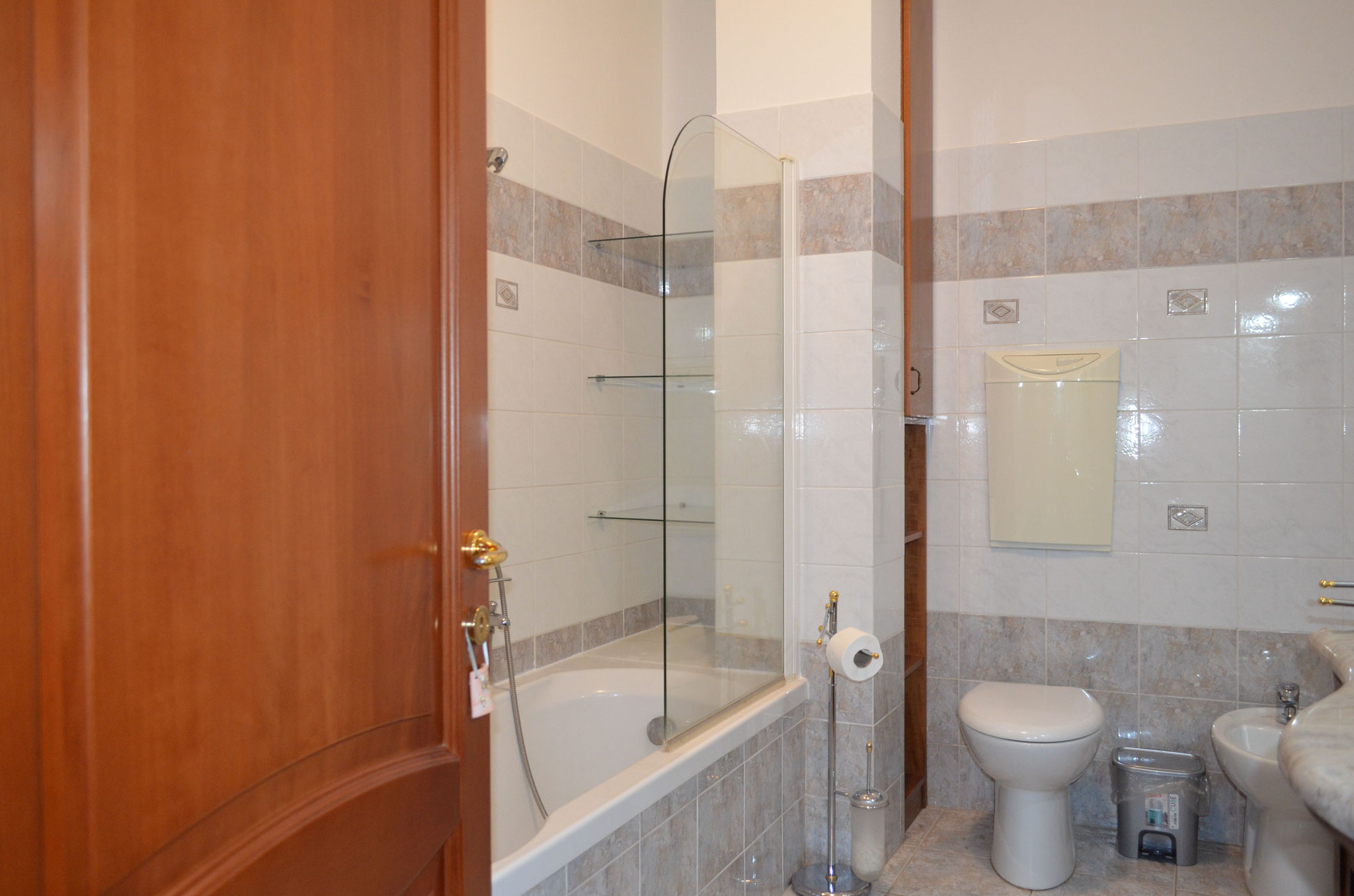 """Shared bathroom between the rooms """"The Lagoon"""" and """"The Garden"""""""