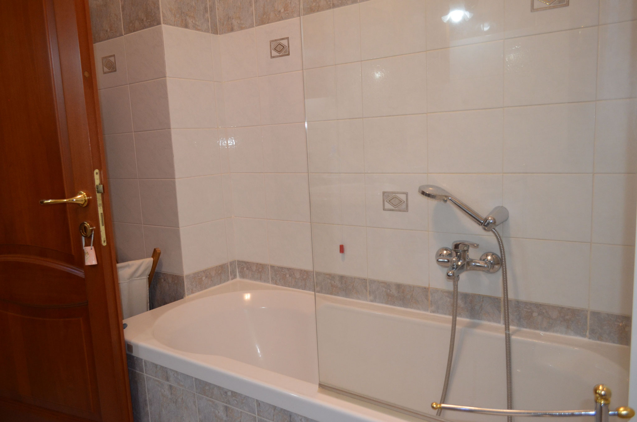 """Salle de bain partagée entre les chambres """"La Lagune"""" et """"Le Jardin"""""""