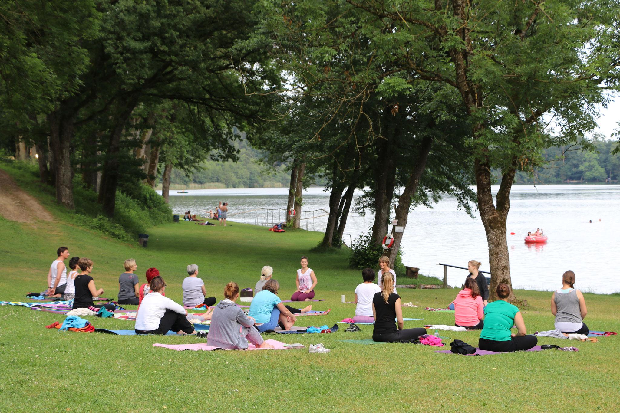 Herrlicher Seeblick beim Yoga