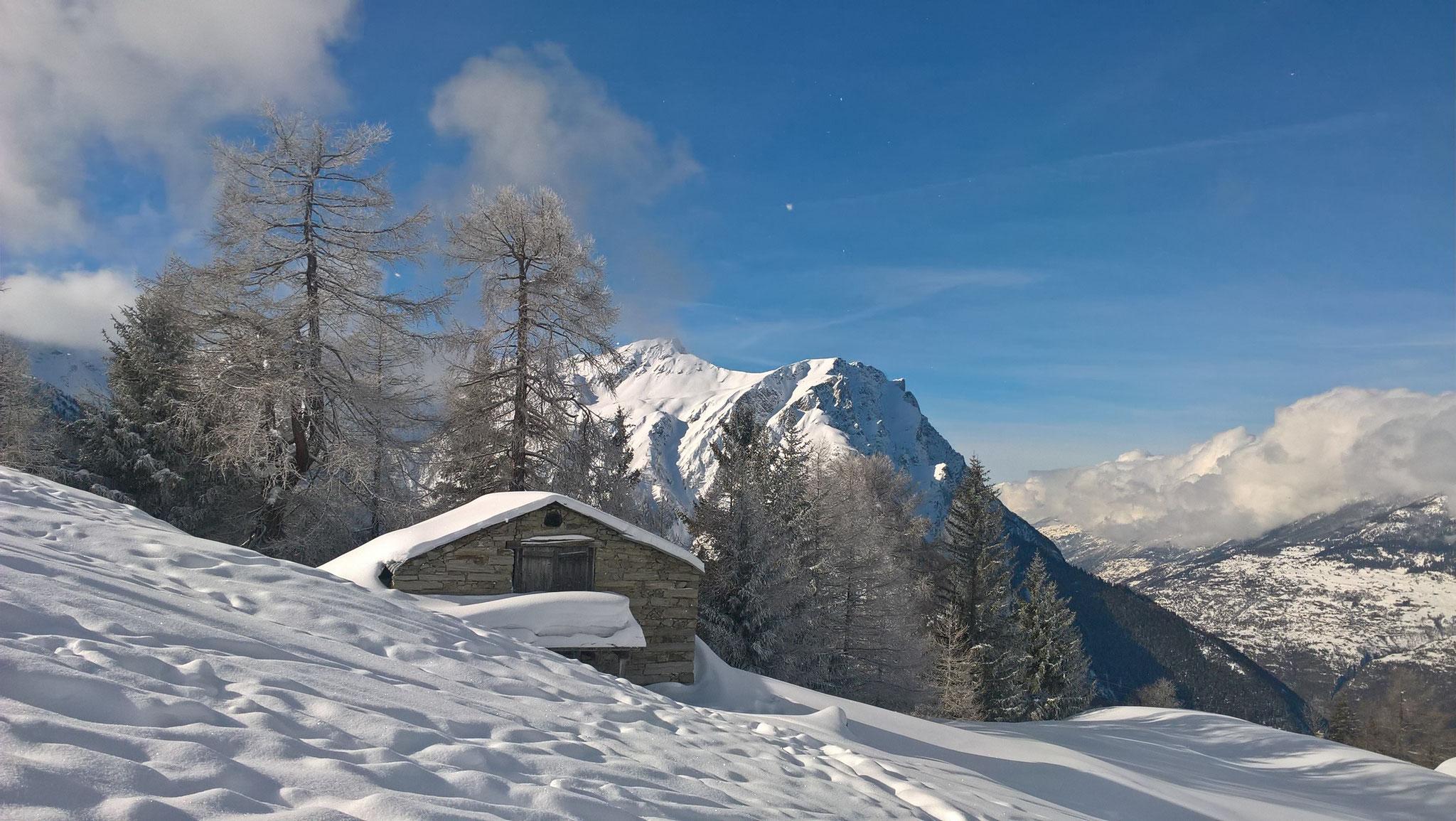 Alphütte im Winter